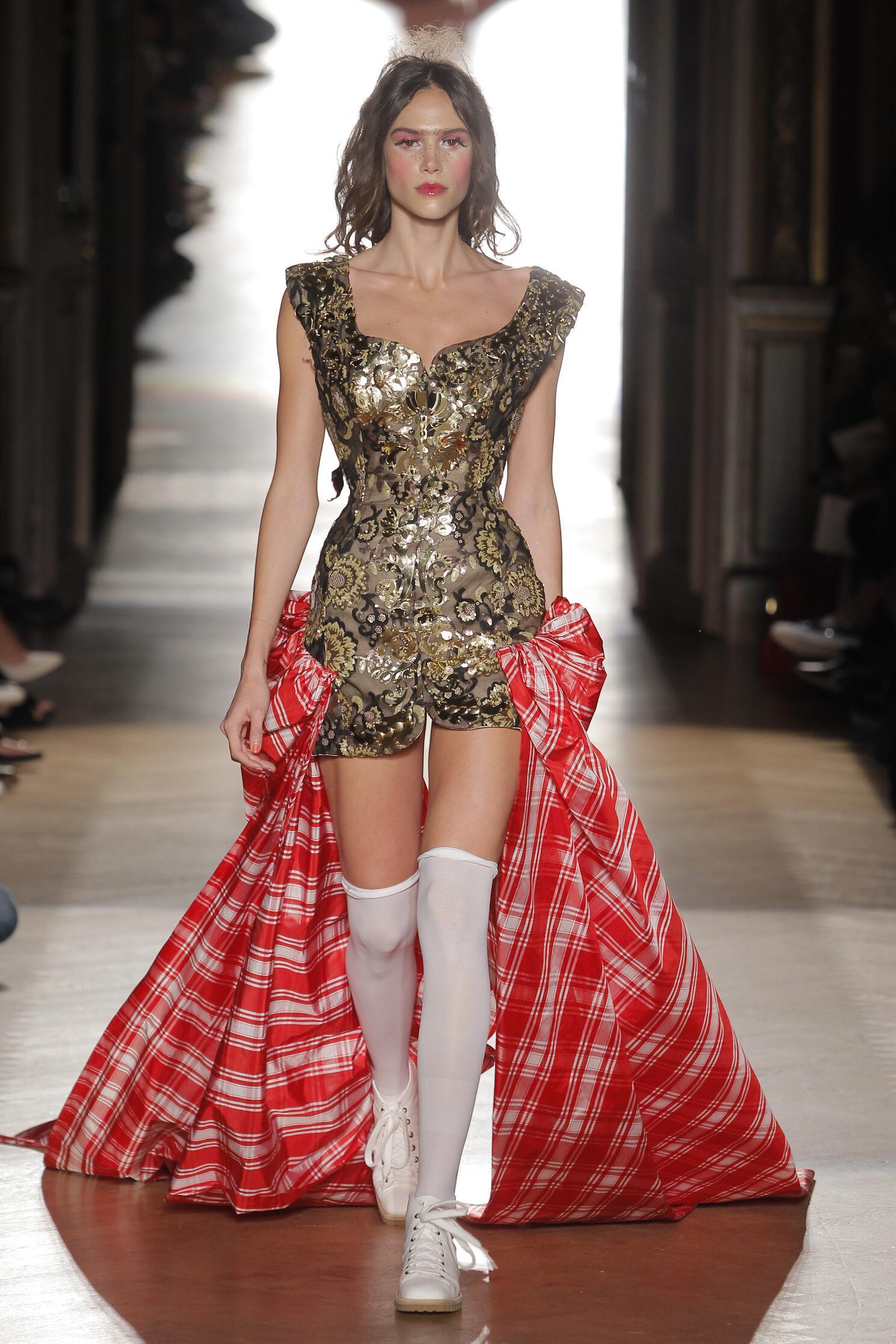 Womenswear Paris Spring Summer Vivienne Westwood Gold Label 2015