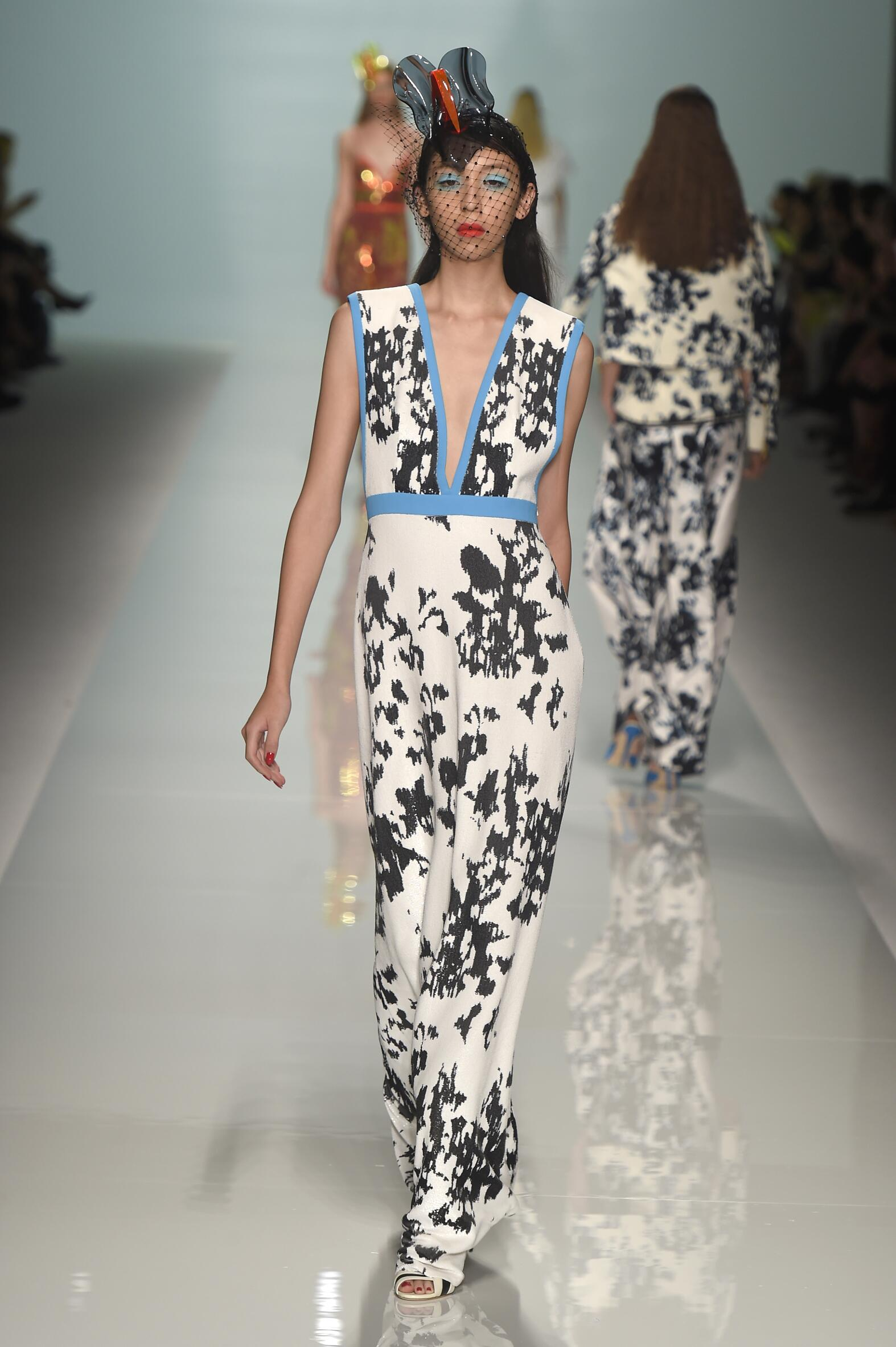 2015 Catwalk Emanuel Ungaro Woman Fashion Show Summer