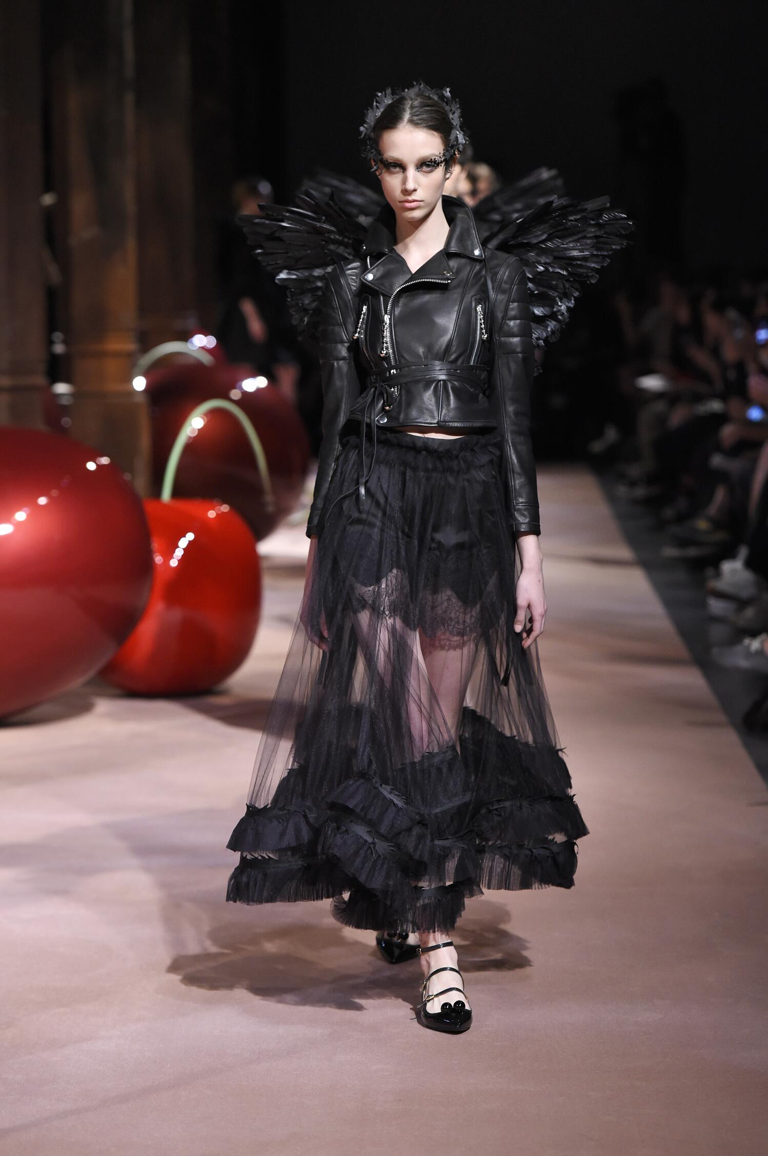 2015 Catwalk Undercover Woman Fashion Show Summer