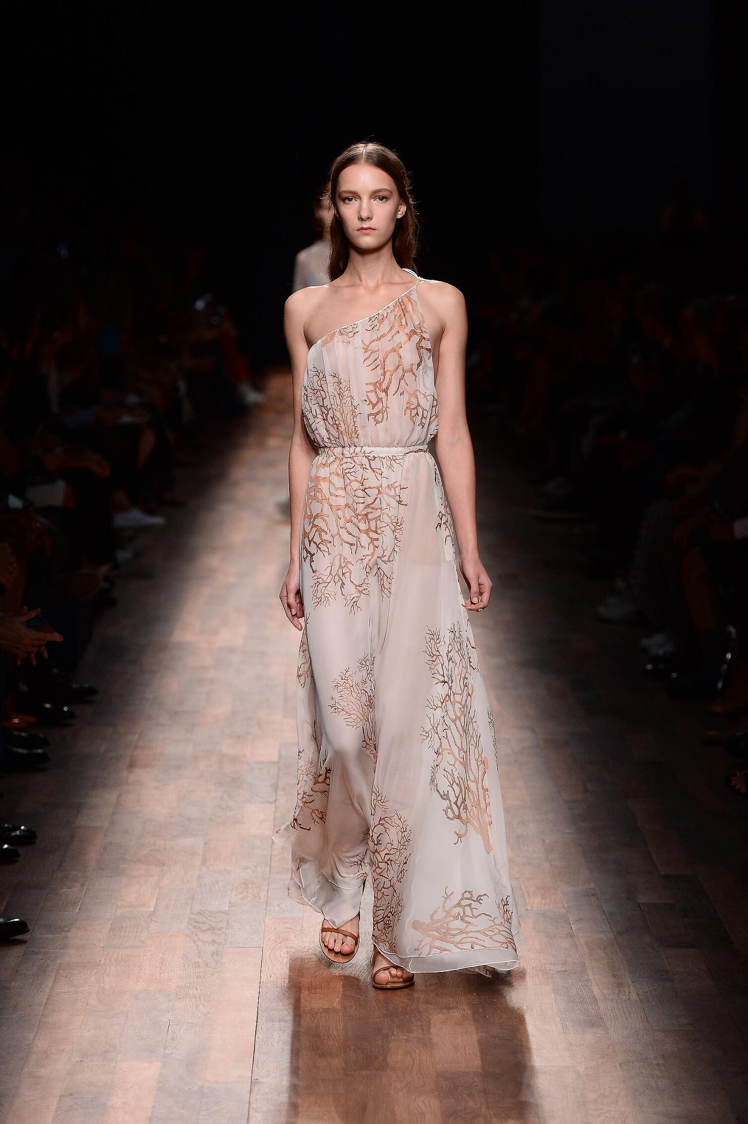 2015 Catwalk Valentino Woman Fashion Show Summer Paris