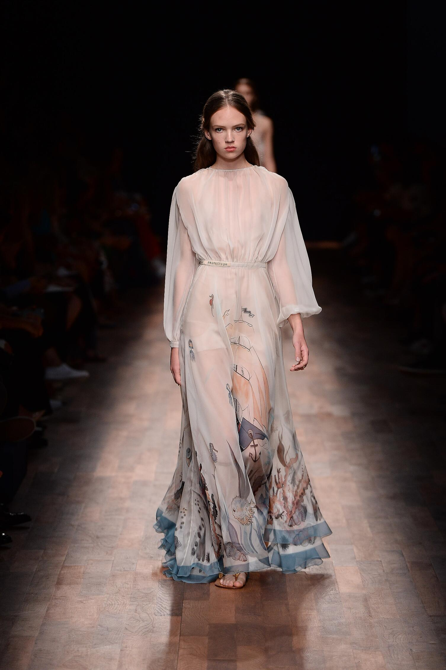 2015 Catwalk Valentino Womenswear Paris