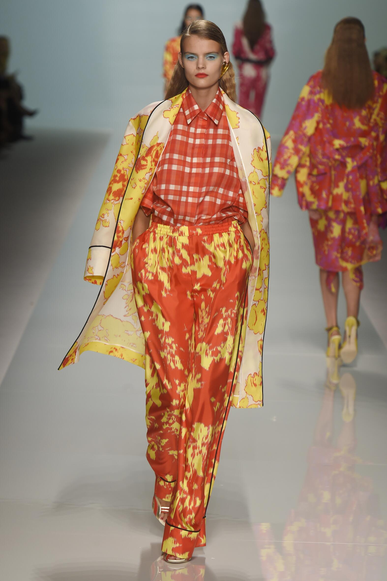 Catwalk Emanuel Ungaro Woman Fashion Show Summer 2015