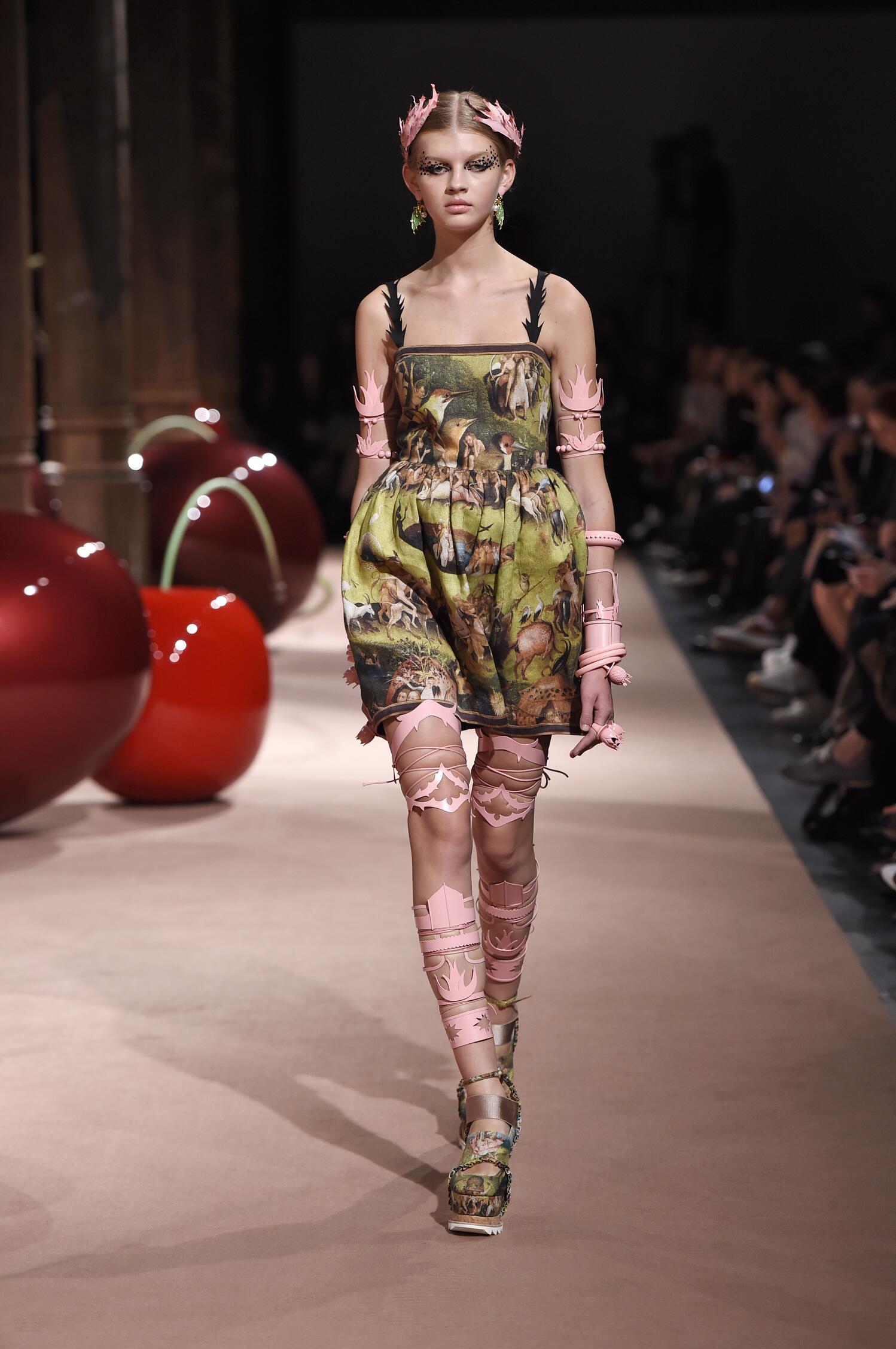 Catwalk Undercover Woman Fashion Show Summer 2015