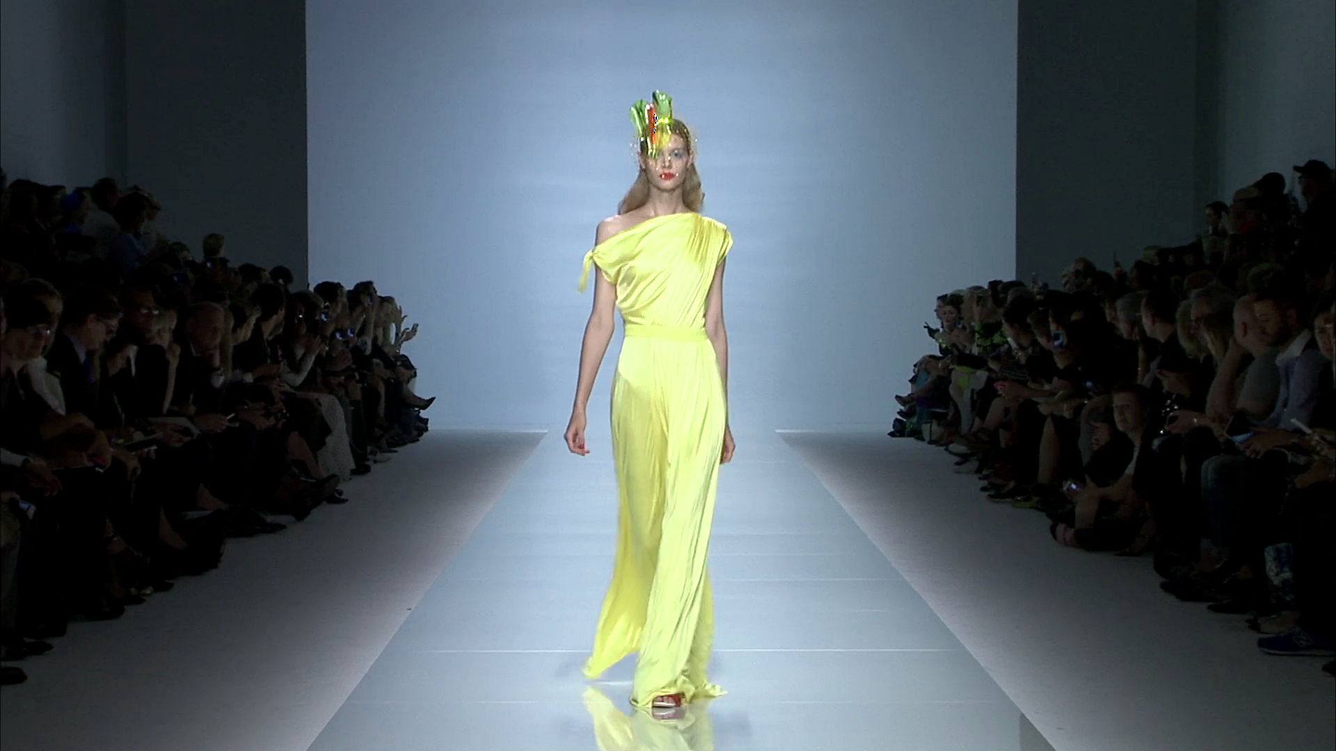 Emanuel Ungaro Spring Summer 2015 Women's Fashion Show - Paris Fashion Week