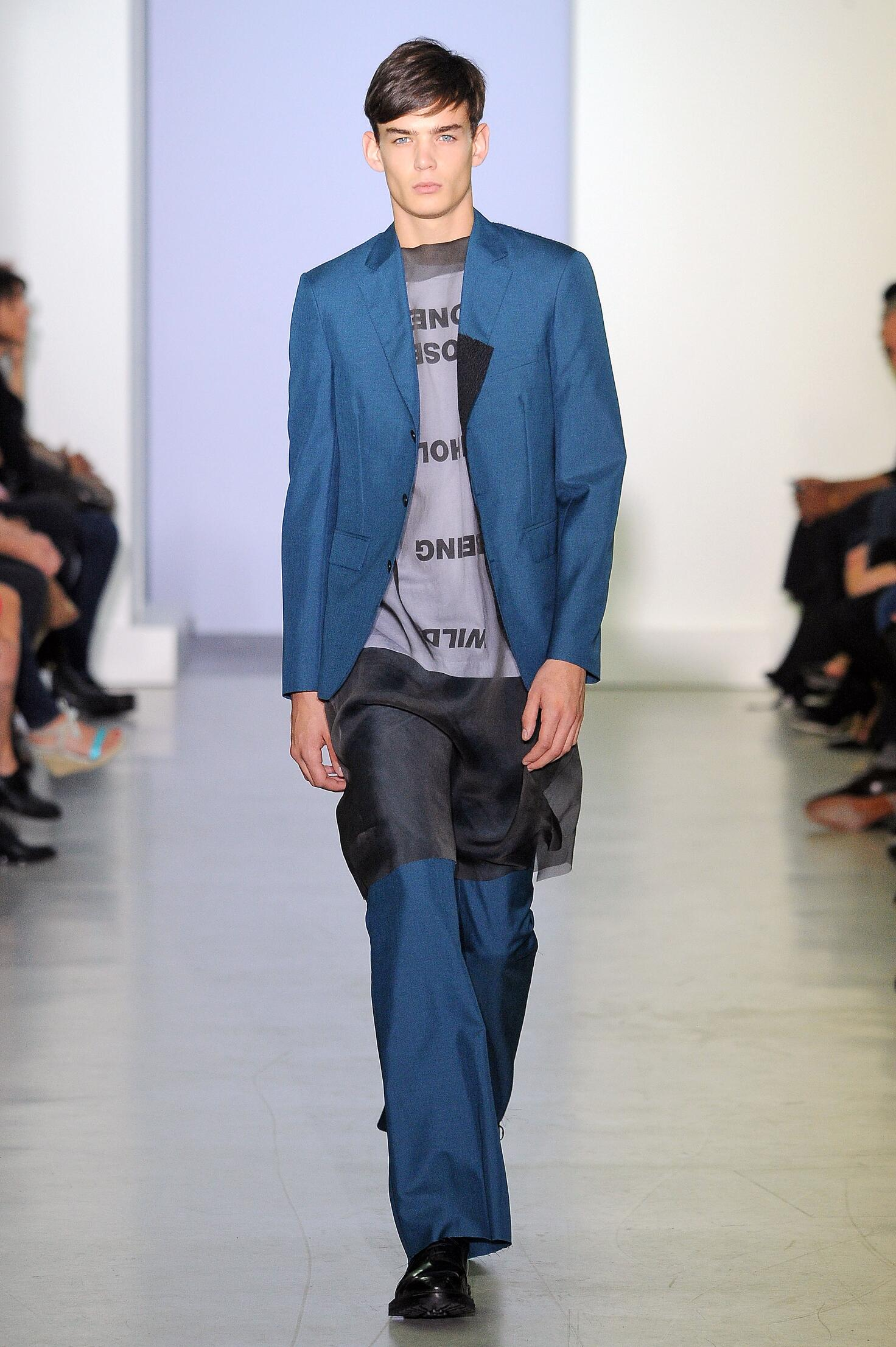 Fashion Man Model Yang Li Catwalk