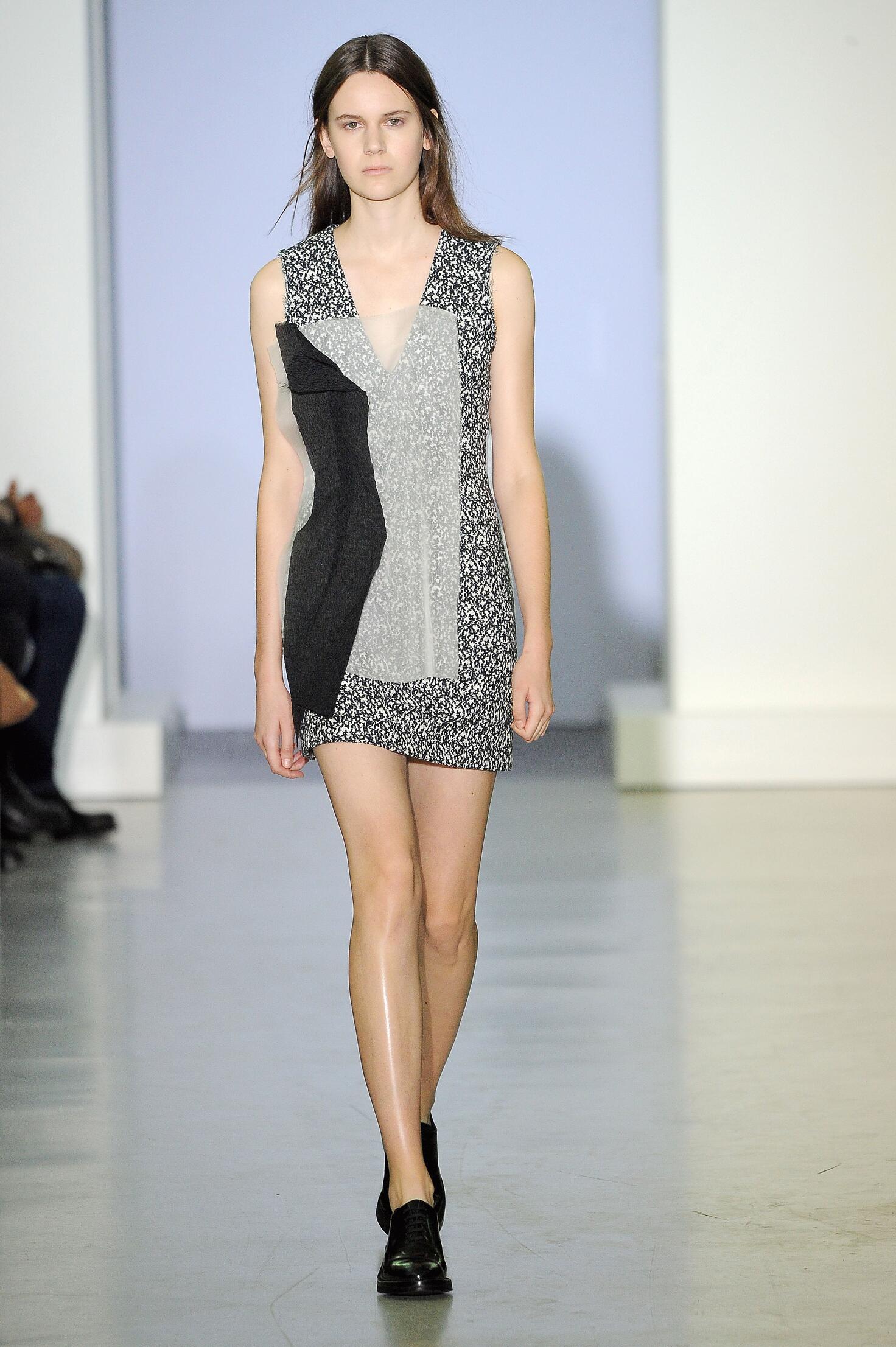 Fashion Model Yang Li Catwalk