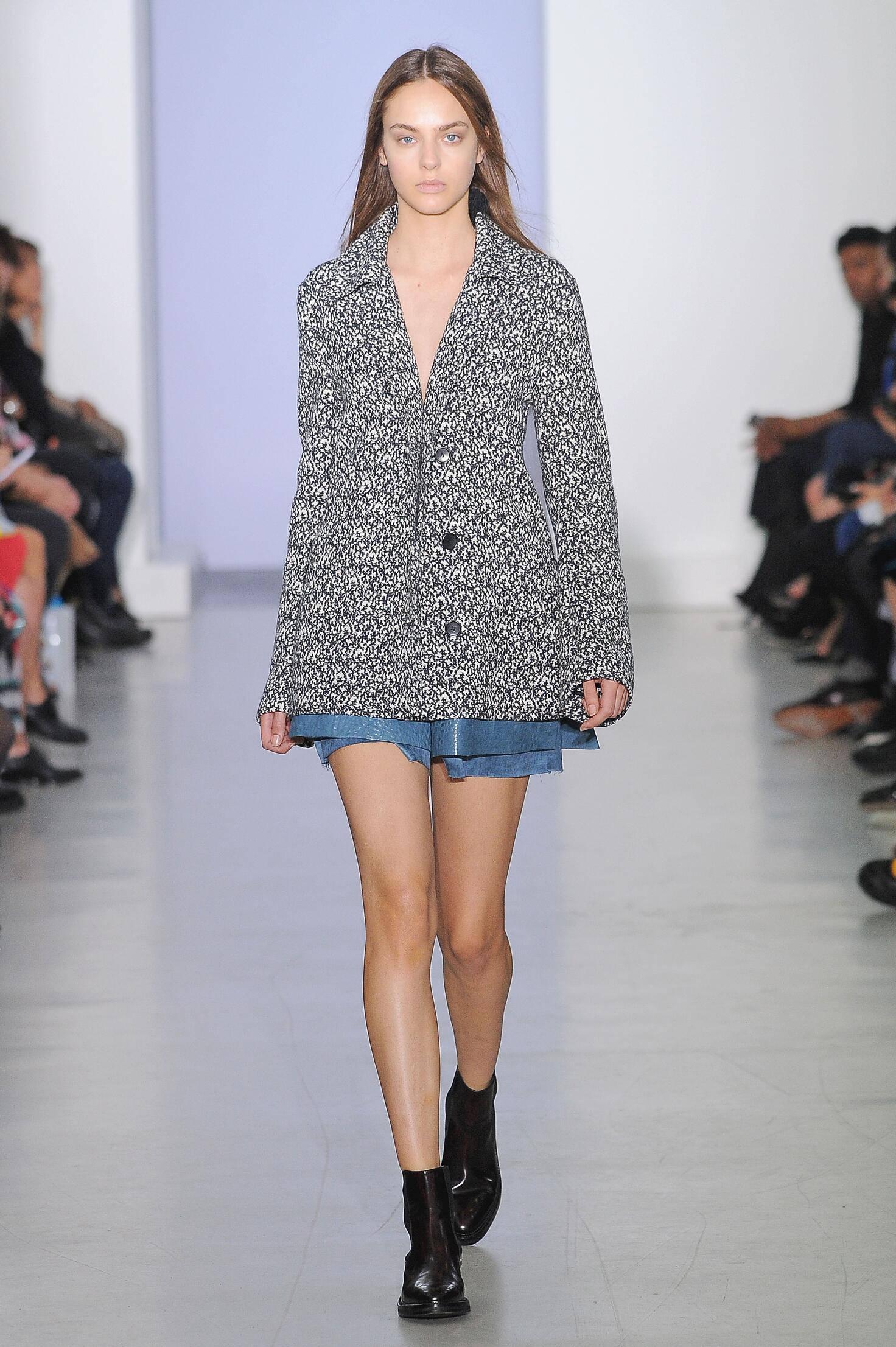 Yang Li Paris Fashion Week Womenswear