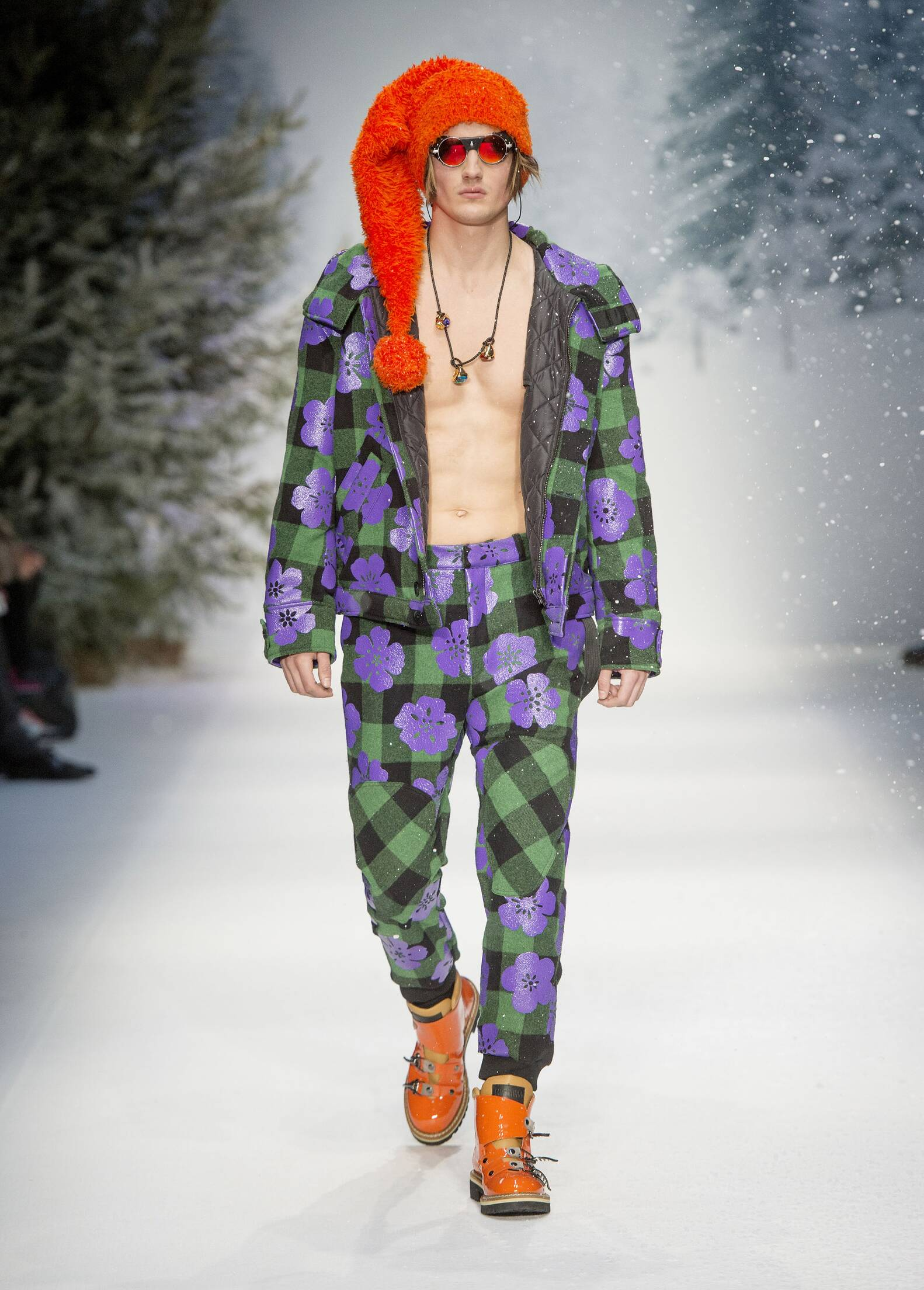 2015 Catwalk Moschino Man Fashion Show Winter