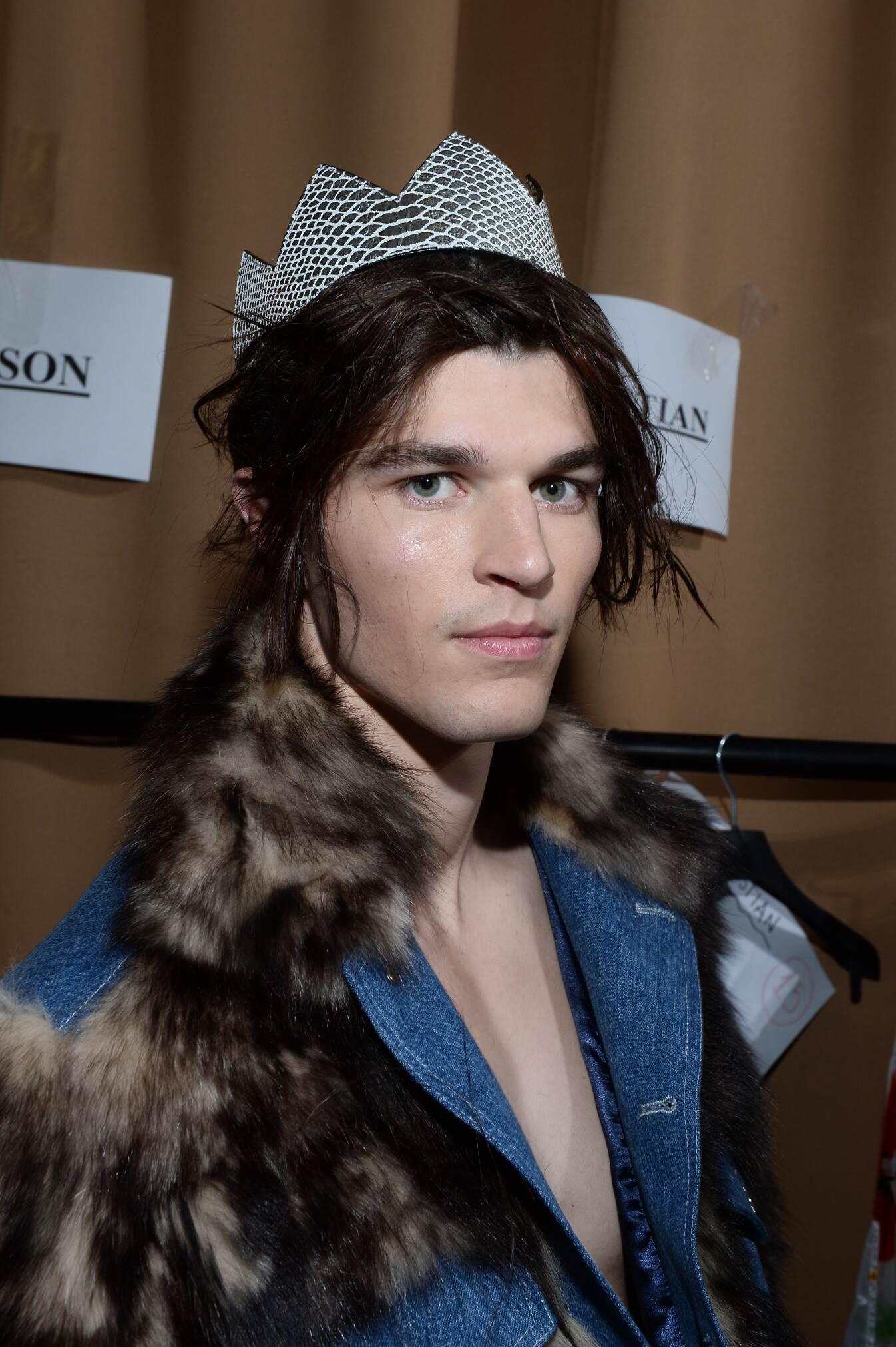 Backstage Moschino Man Model Fall 2015 London Fashion Week