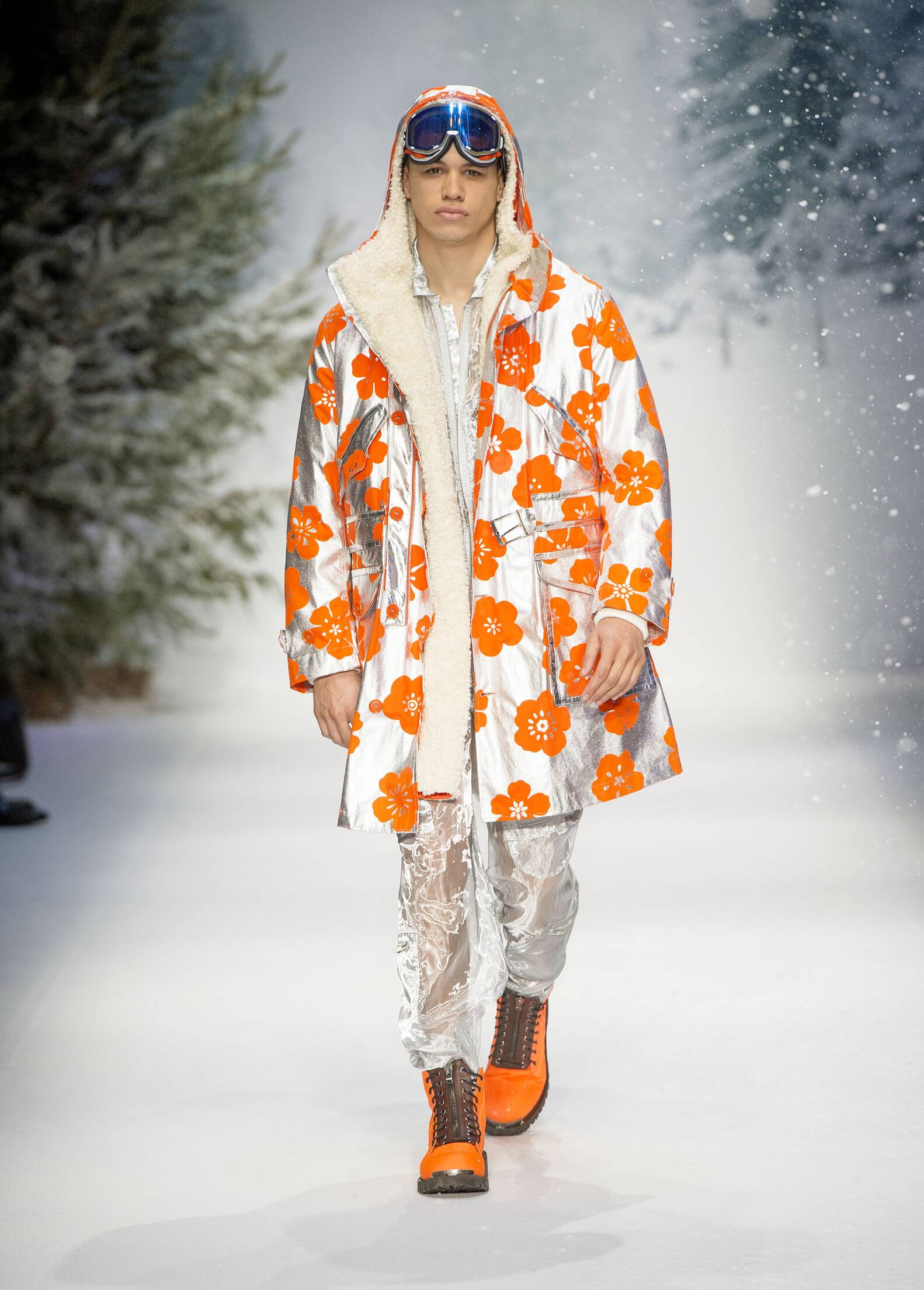Catwalk Moschino Man Fashion Show Winter 2015 2016