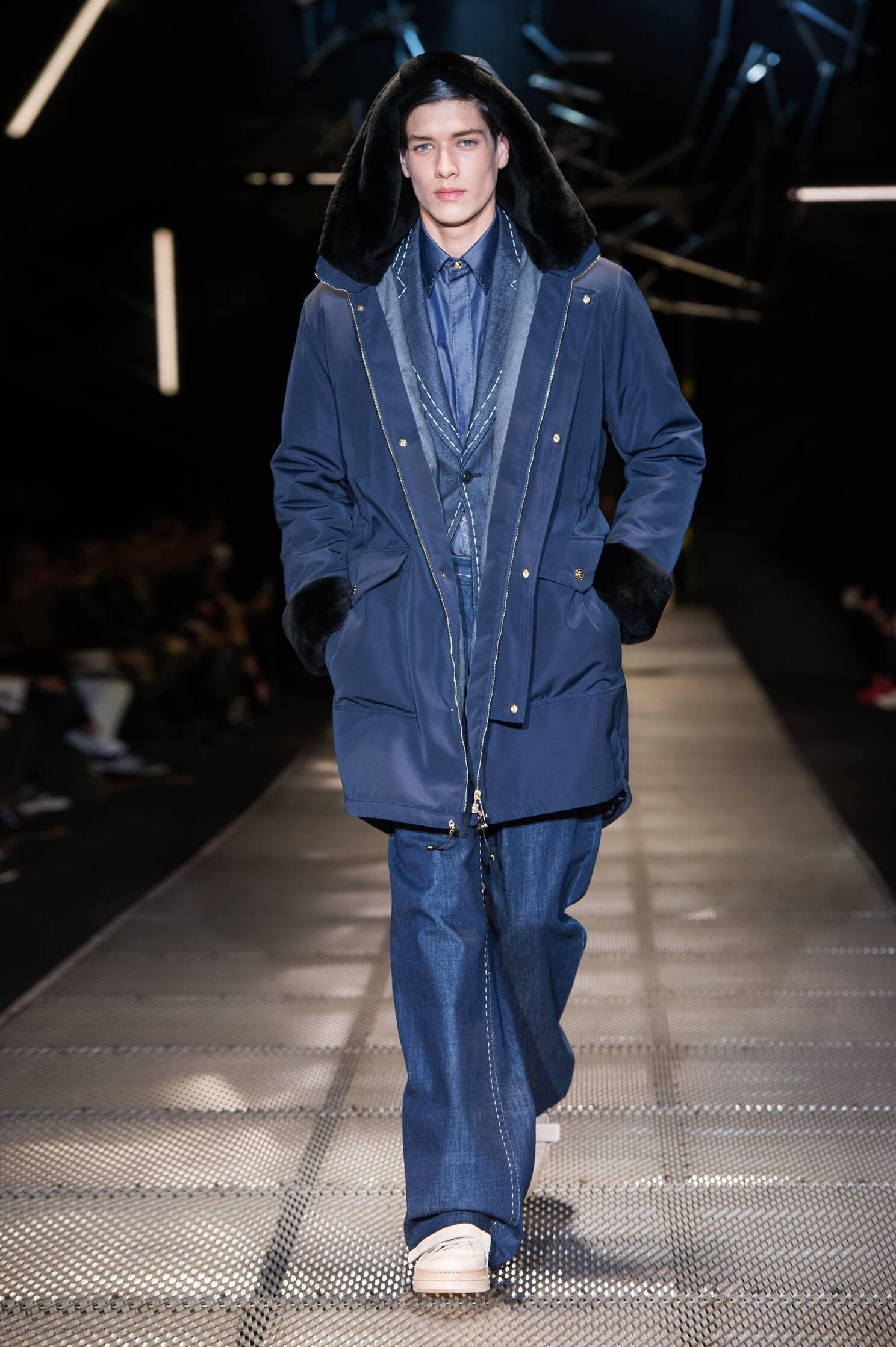 Catwalk Versace Fashion Show Winter 2015