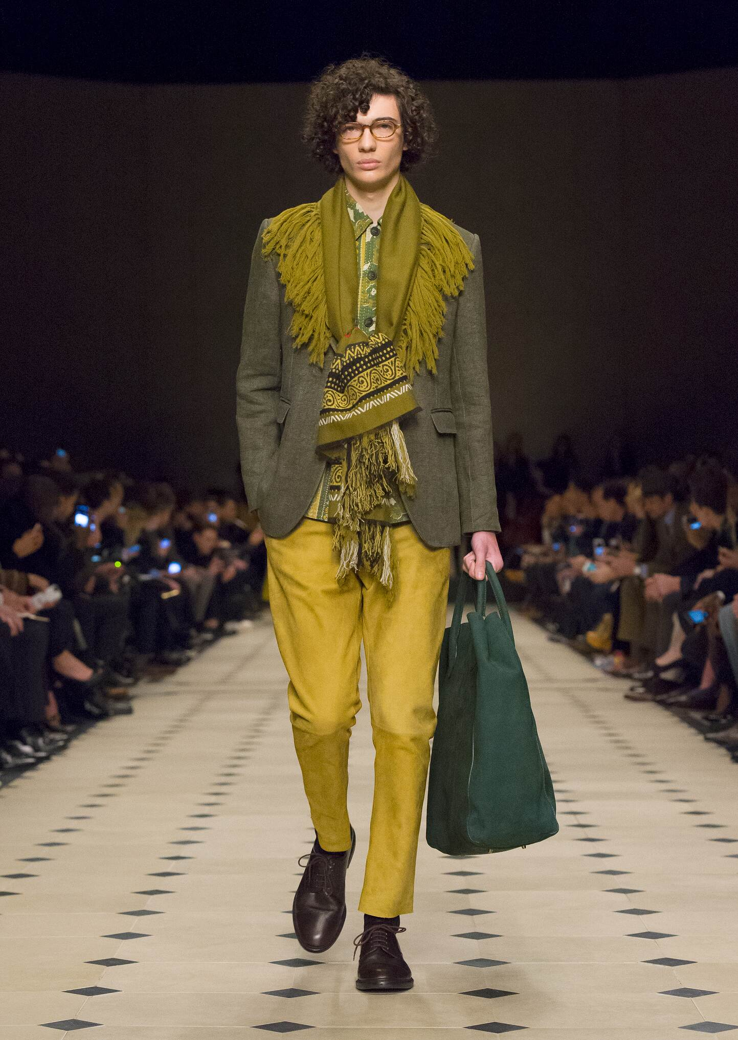 Fall Winter 2015 Fashion Model Burberry Prorsum
