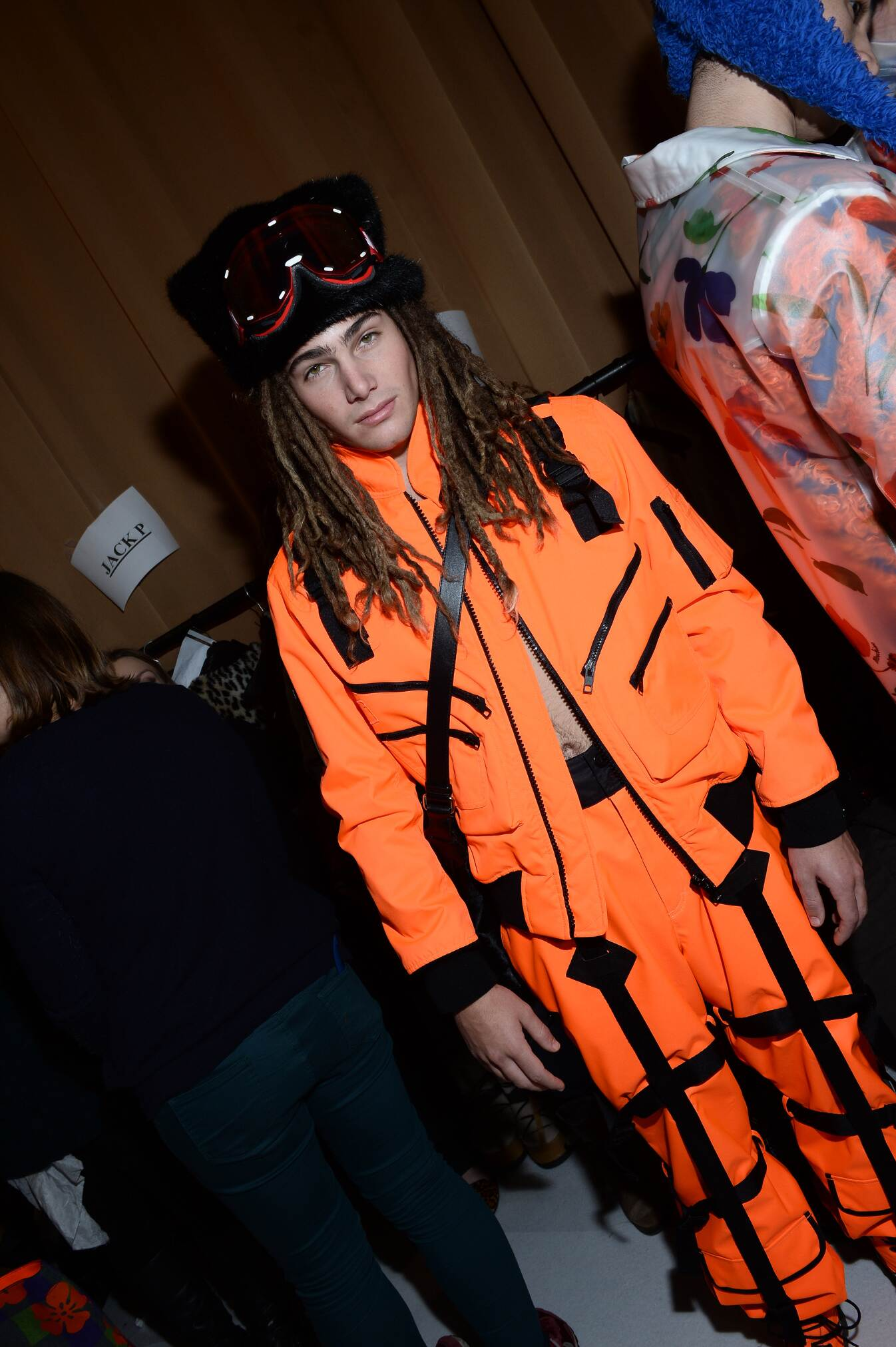 Model Backstage Moschino 2015 2016