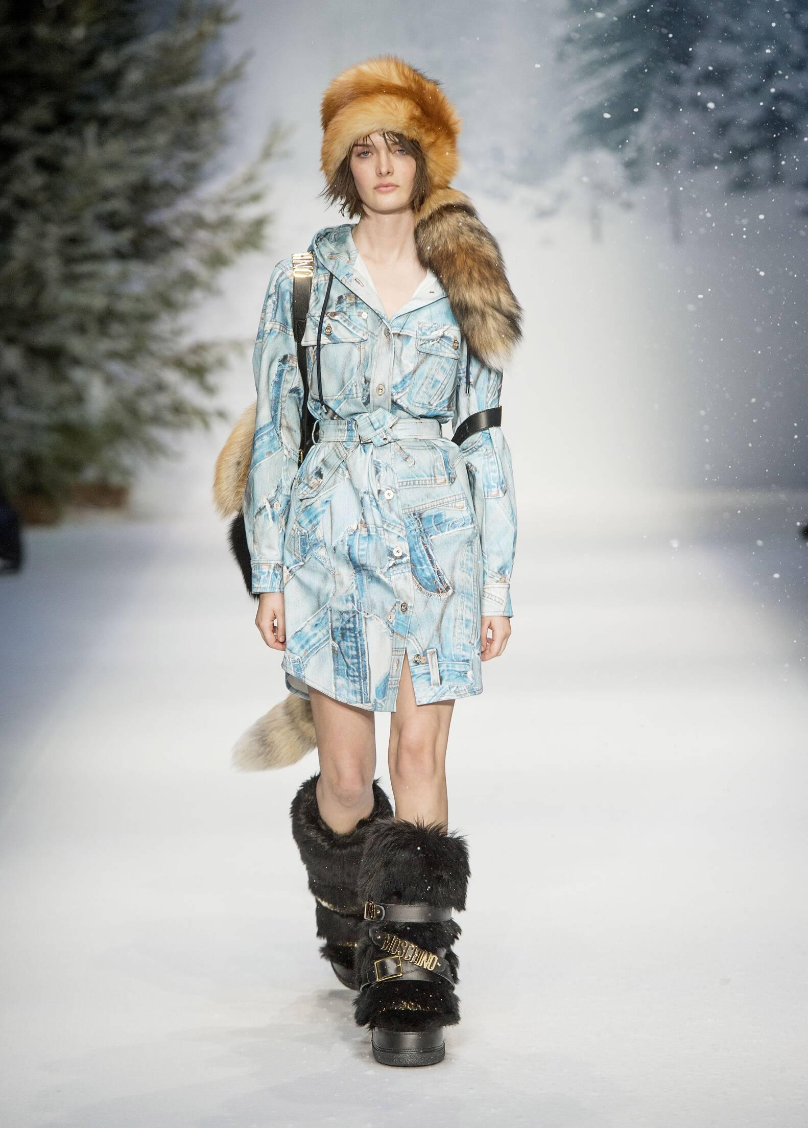 Moschino Fall Winter 2015 Womenswear London Fashion Week