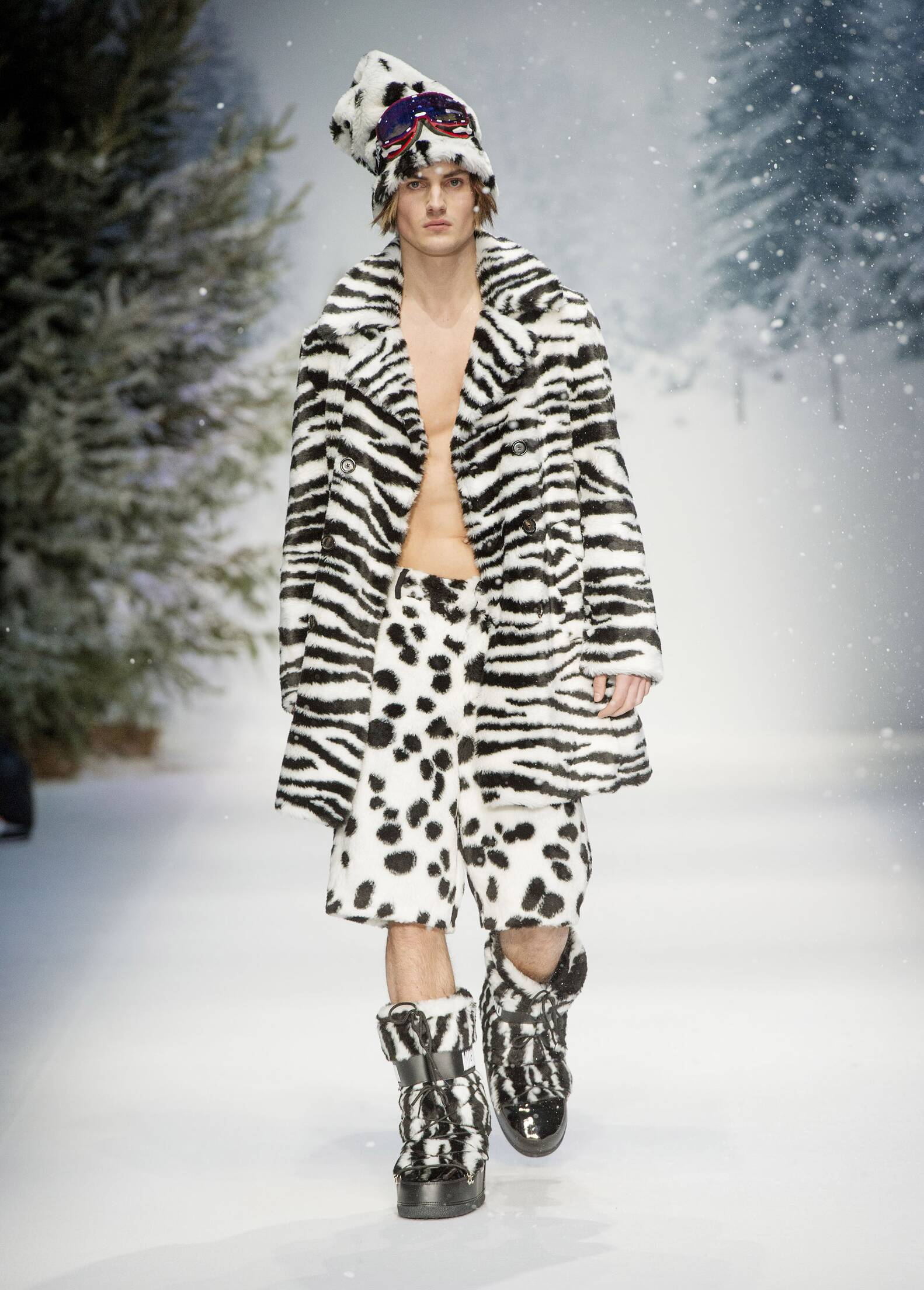 Runway Moschino Fall Winter 2015 Men's Collection London Fashion Week