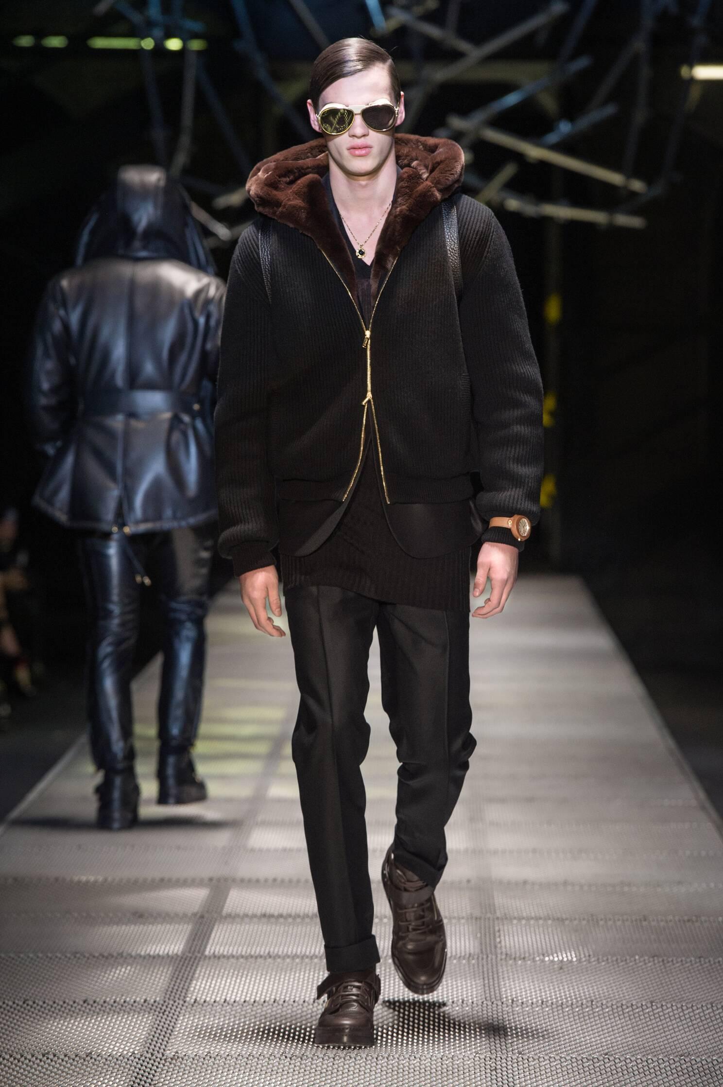 Runway Versace Fall Winter 2015 16 Men's Collection Milan Fashion Week