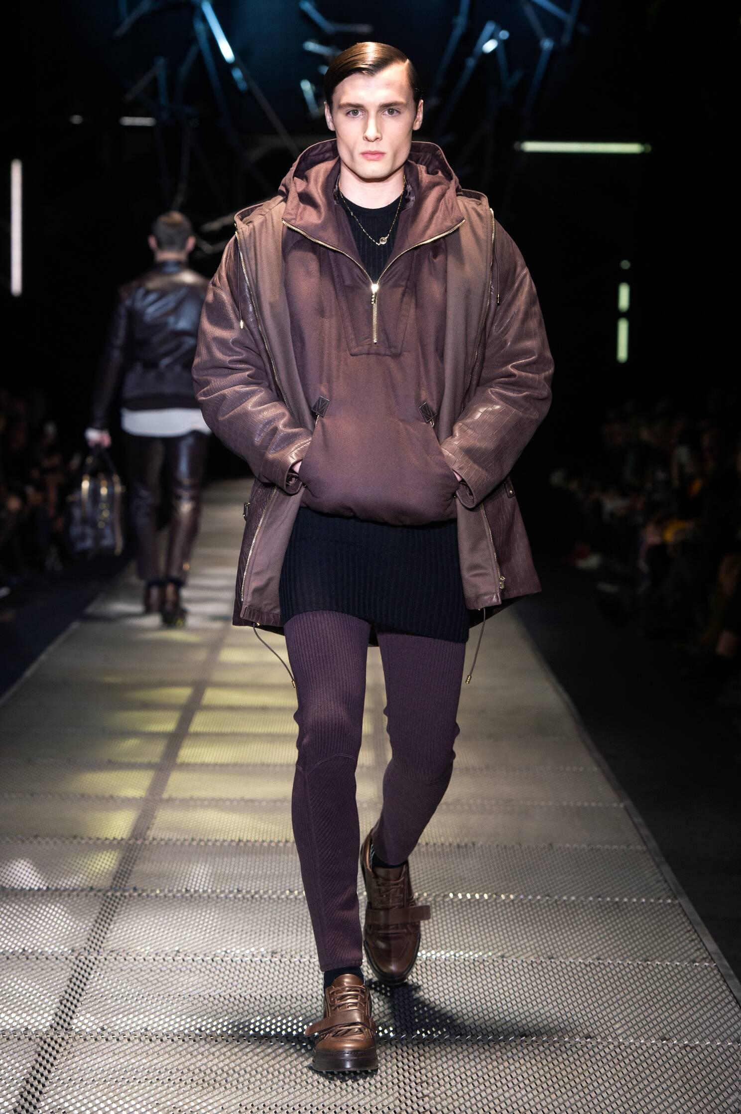 Runway Versace Fall Winter 2015 16 Men's Collection Milano Fashion Week