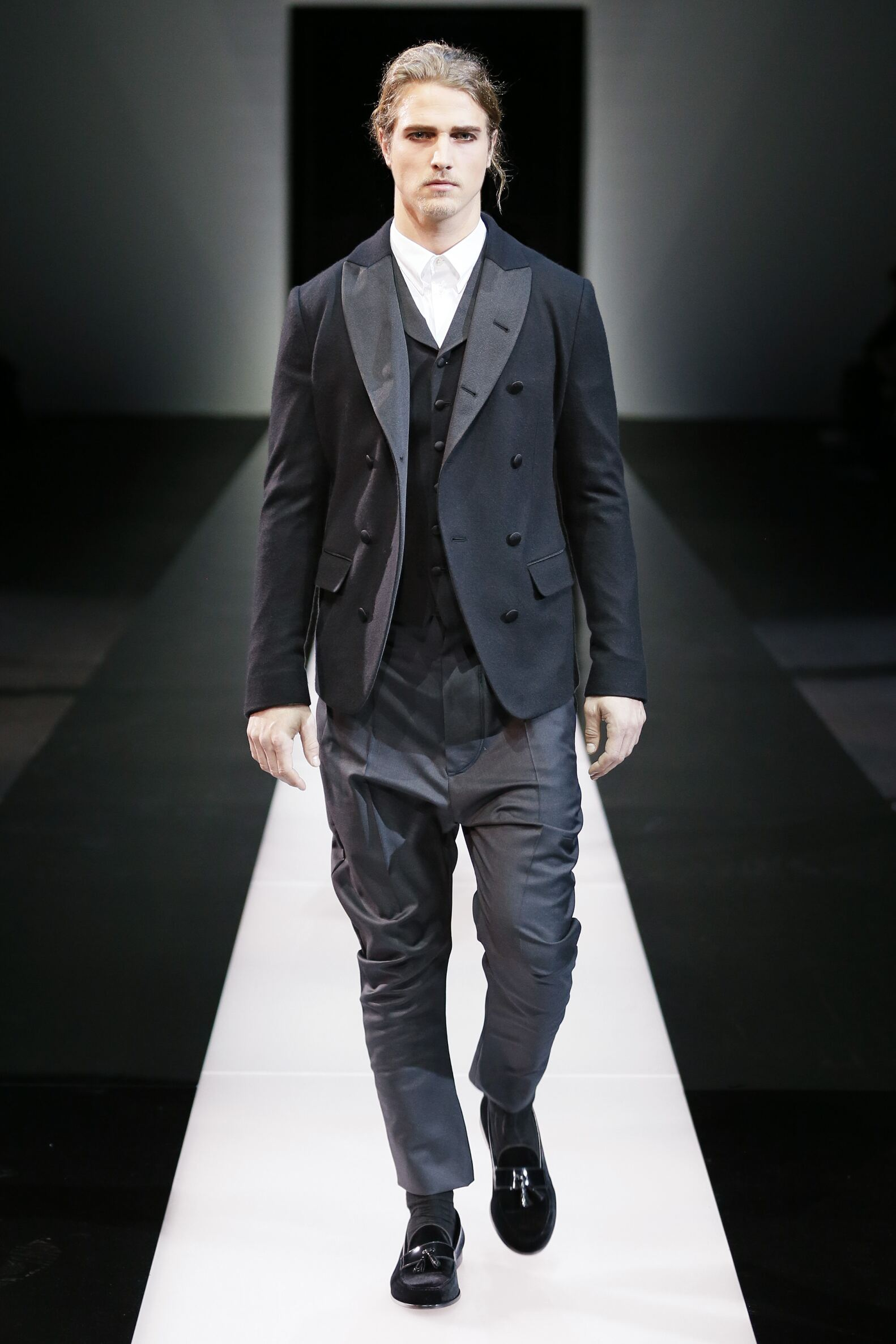2015 2016 Giorgio Armani Collection Fashion Show FW