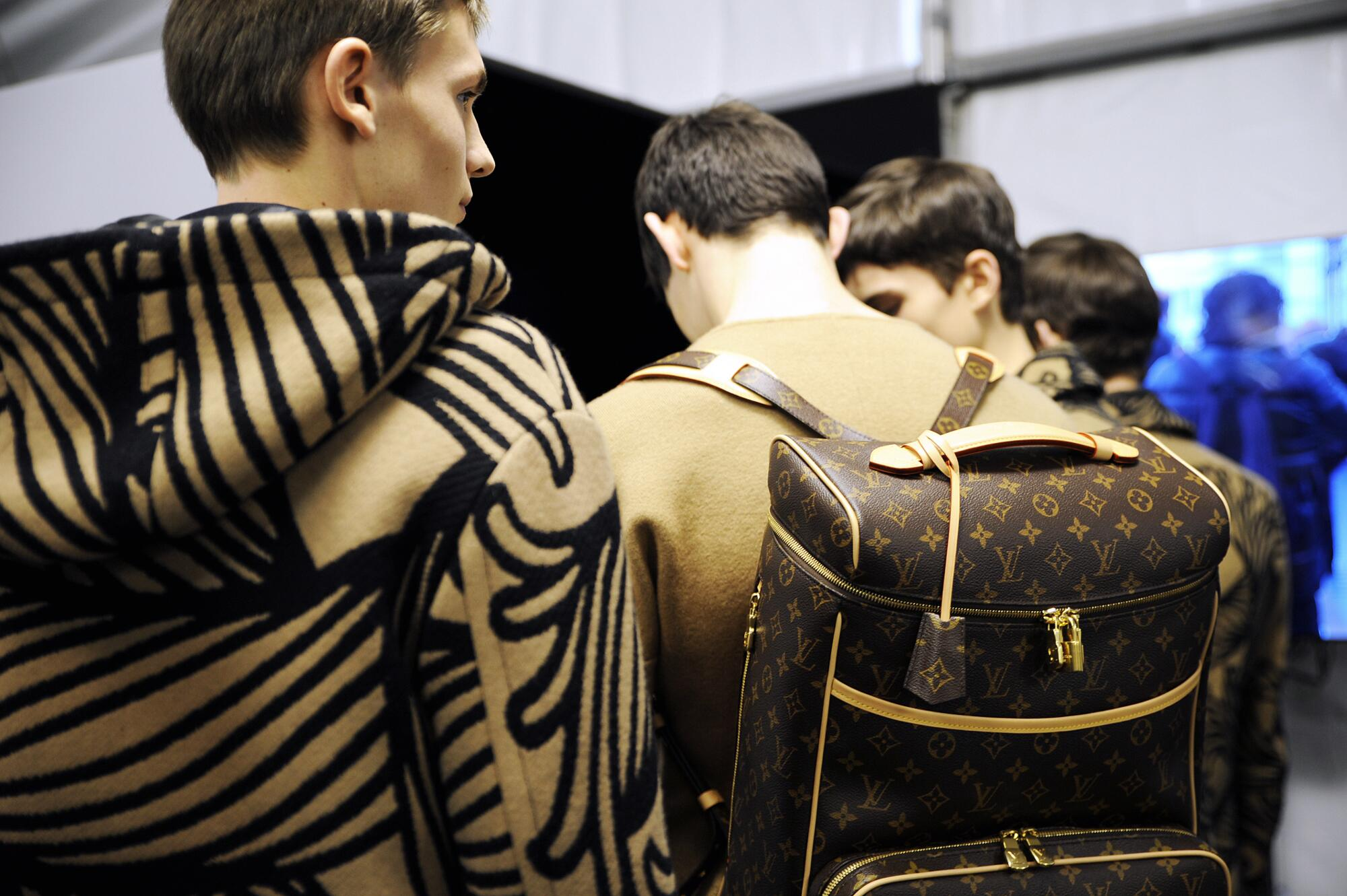 Backstage Louis Vuitton 2015