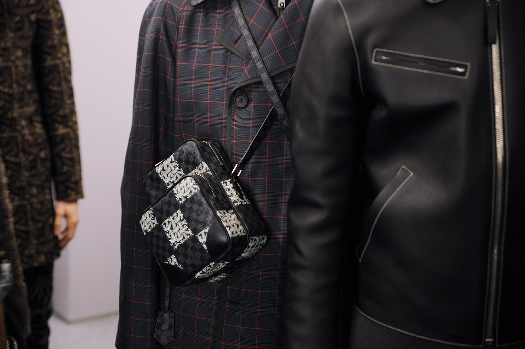Backstage Louis Vuitton Detail Fall 2015
