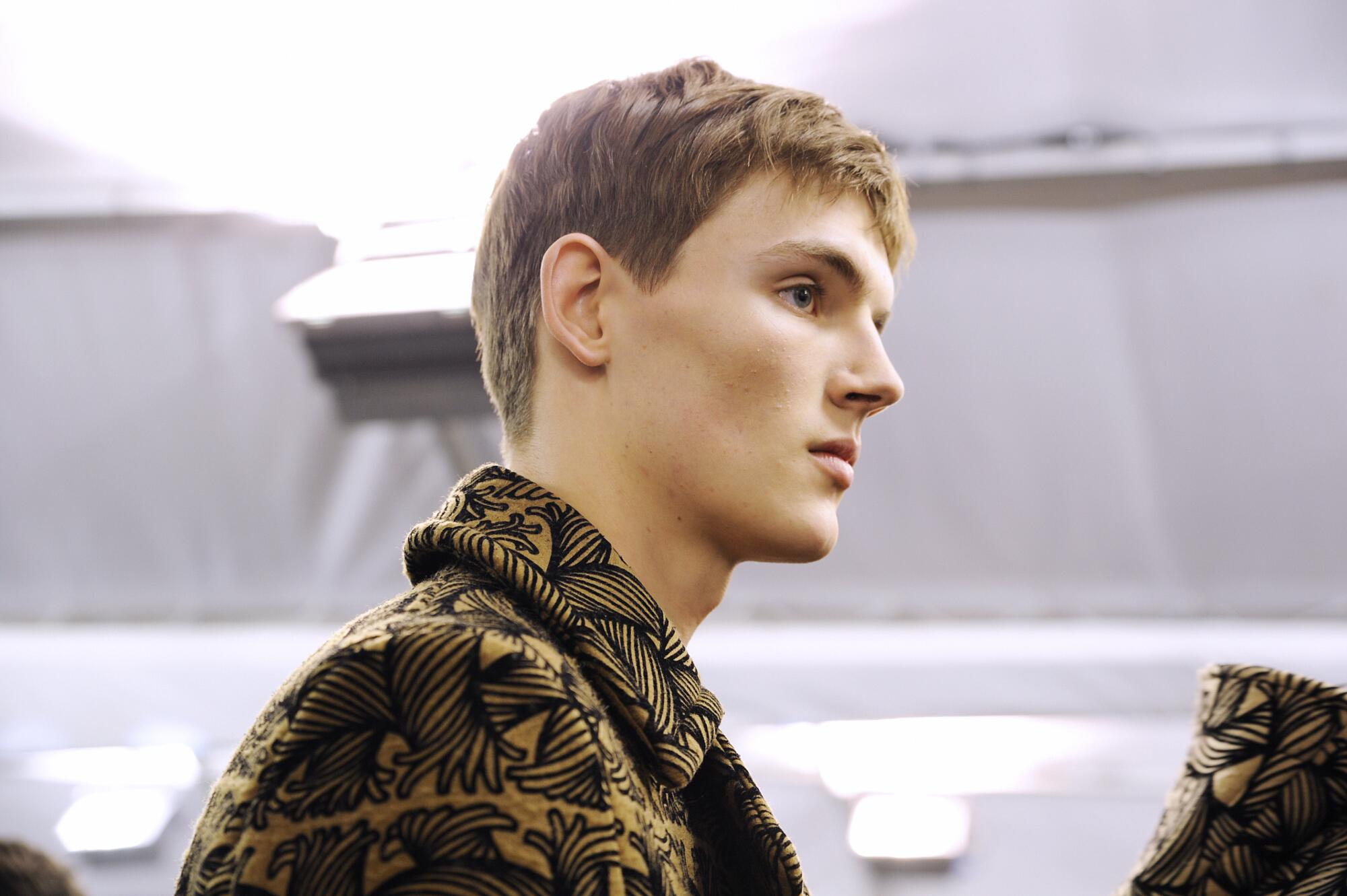 Backstage Louis Vuitton Man Model Fall 2015 Paris Fashion Week