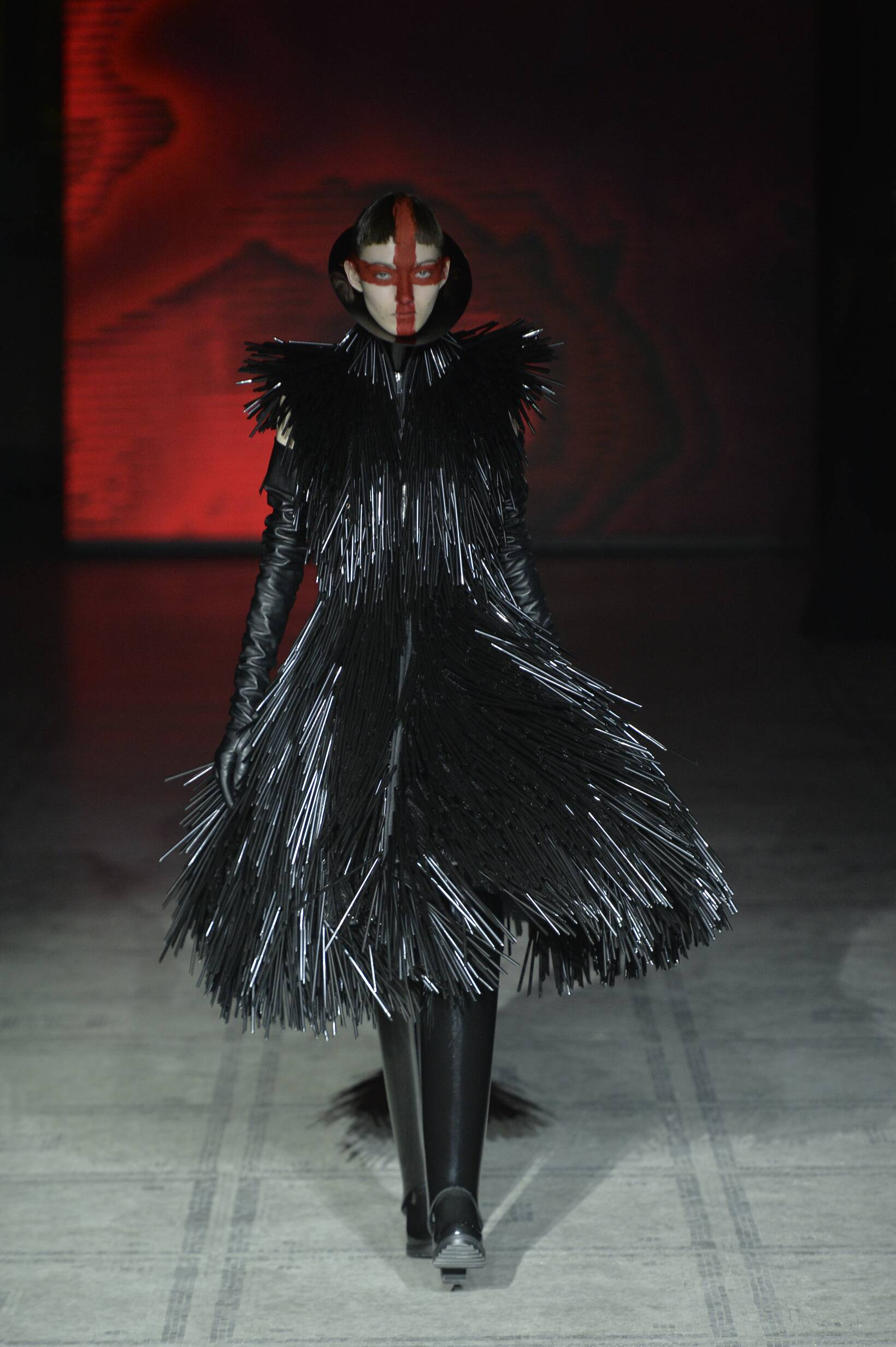 Catwalk Gareth Pugh Fall Winter 2015 16 Women's Collection London Fashion Week