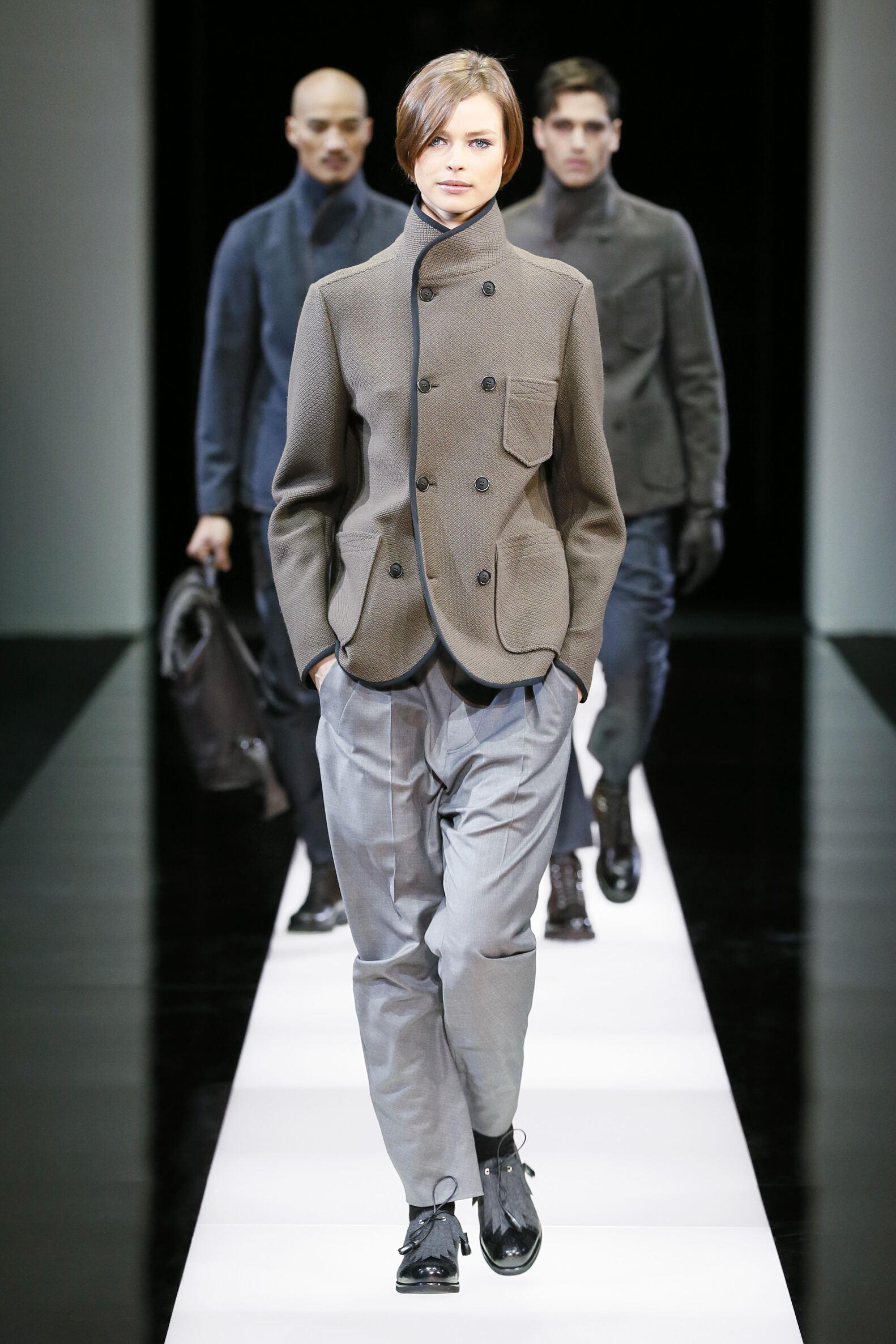 Catwalk Giorgio Armani Woman Collection Winter 2015