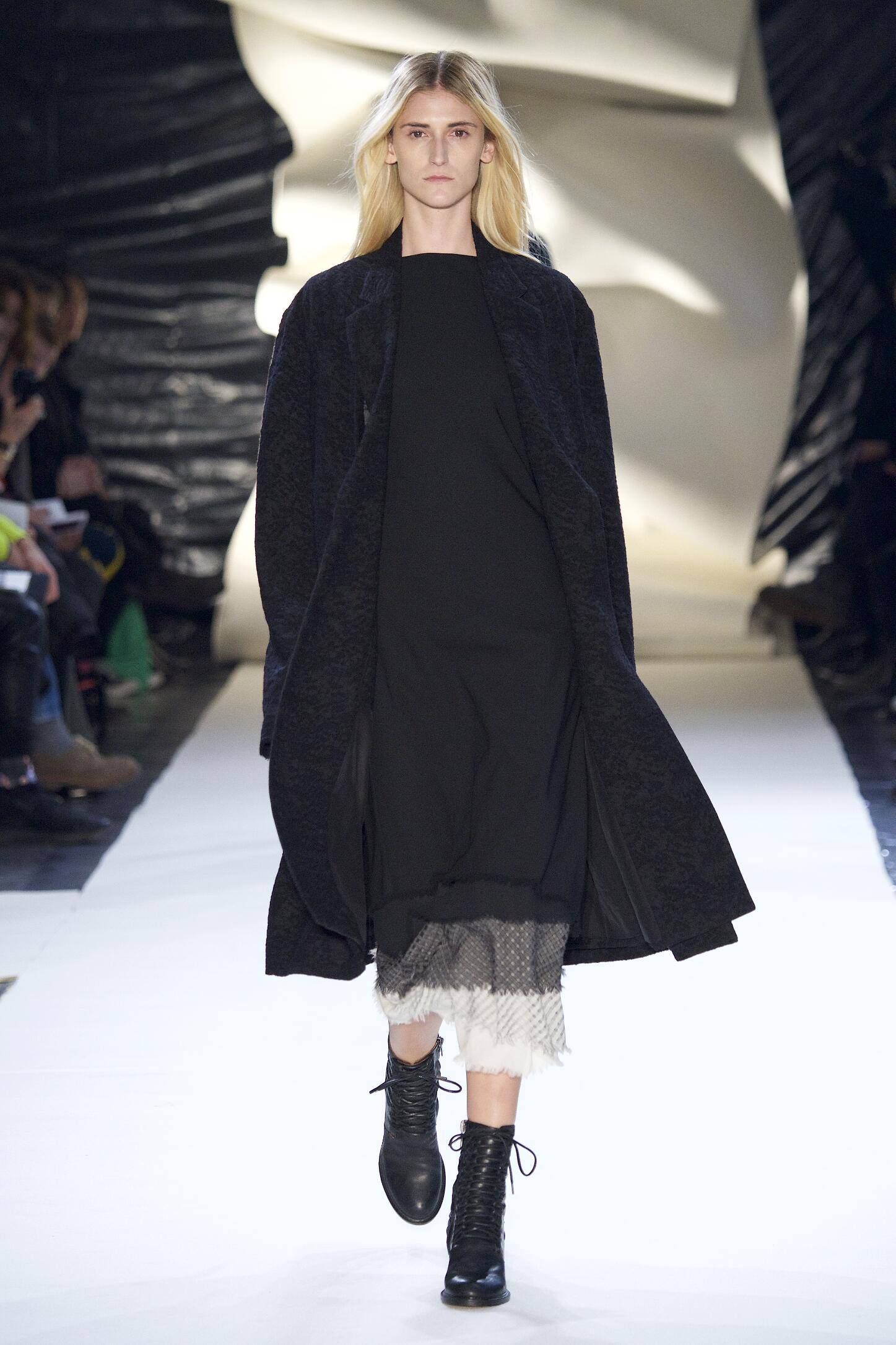 Damir Doma Collection Winter 2015 Woman Catwalk