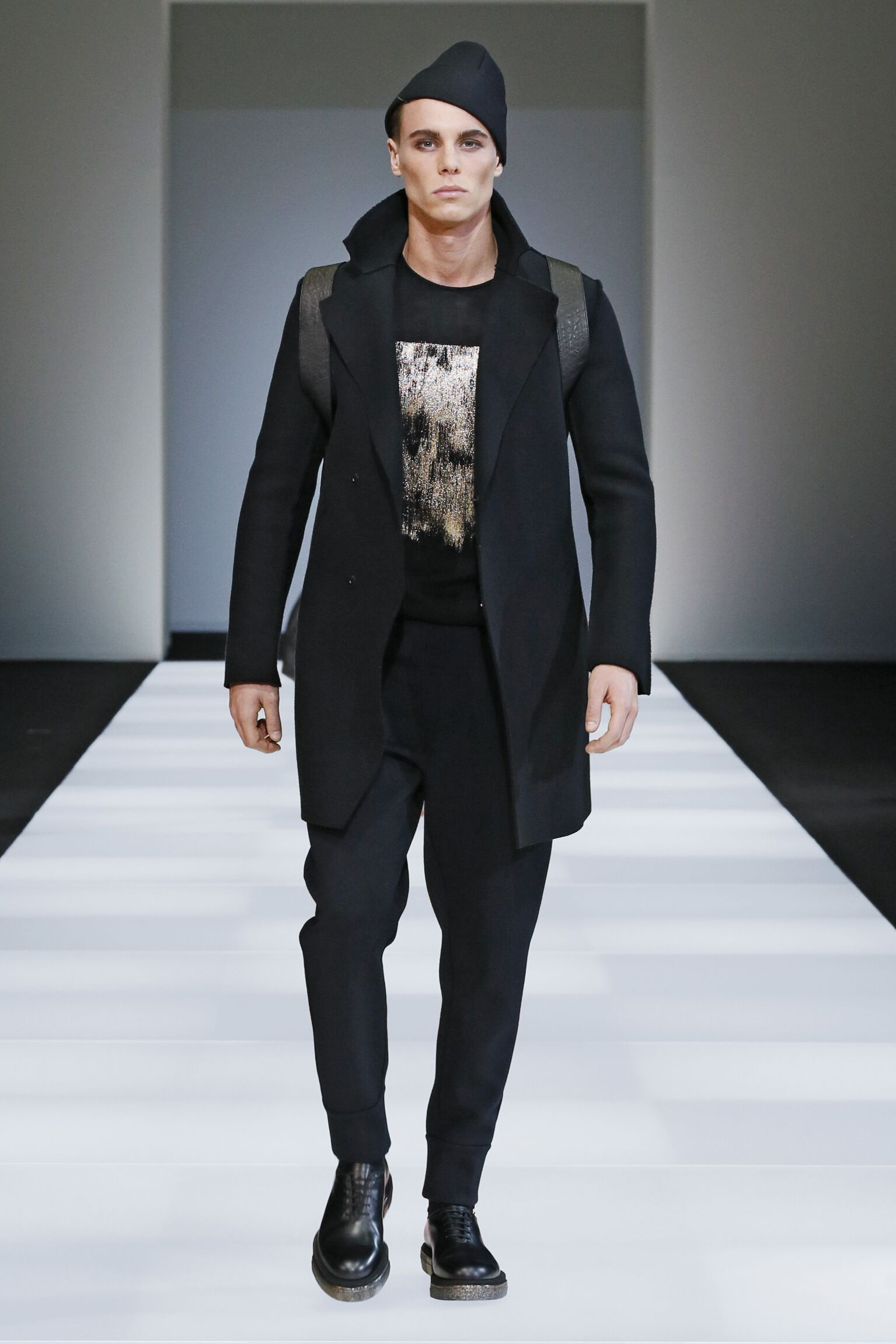 Emporio Armani Collection Winter 2015 Catwalk