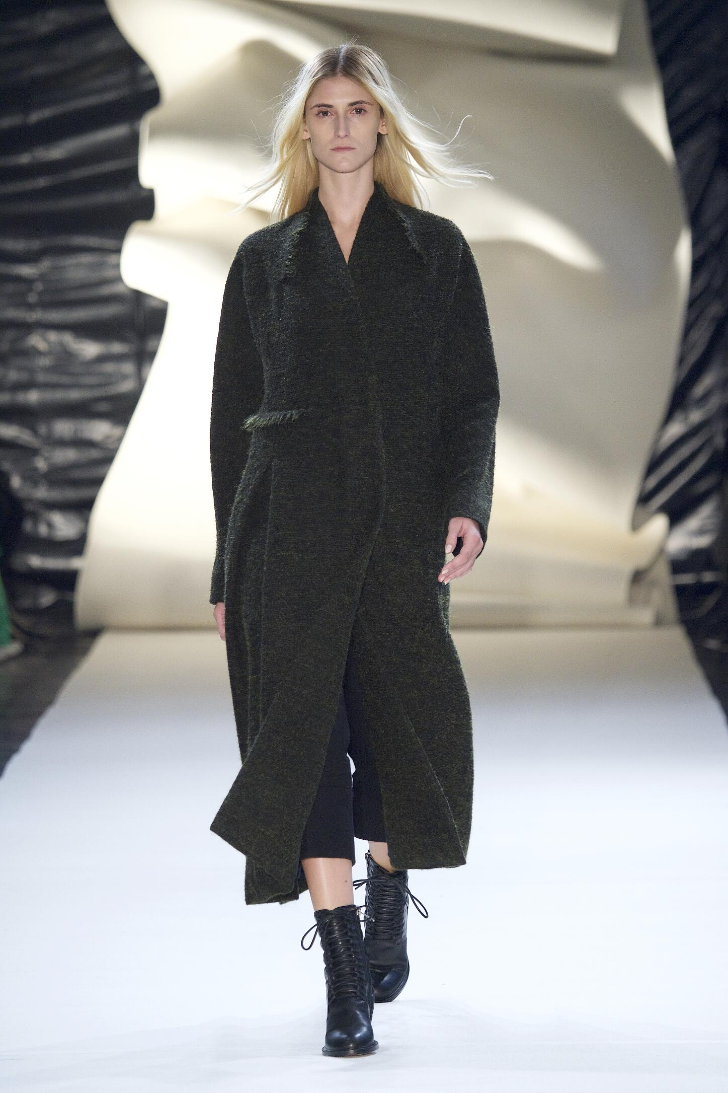 Fall 2015 Woman Fashion Show Damir Doma Collection
