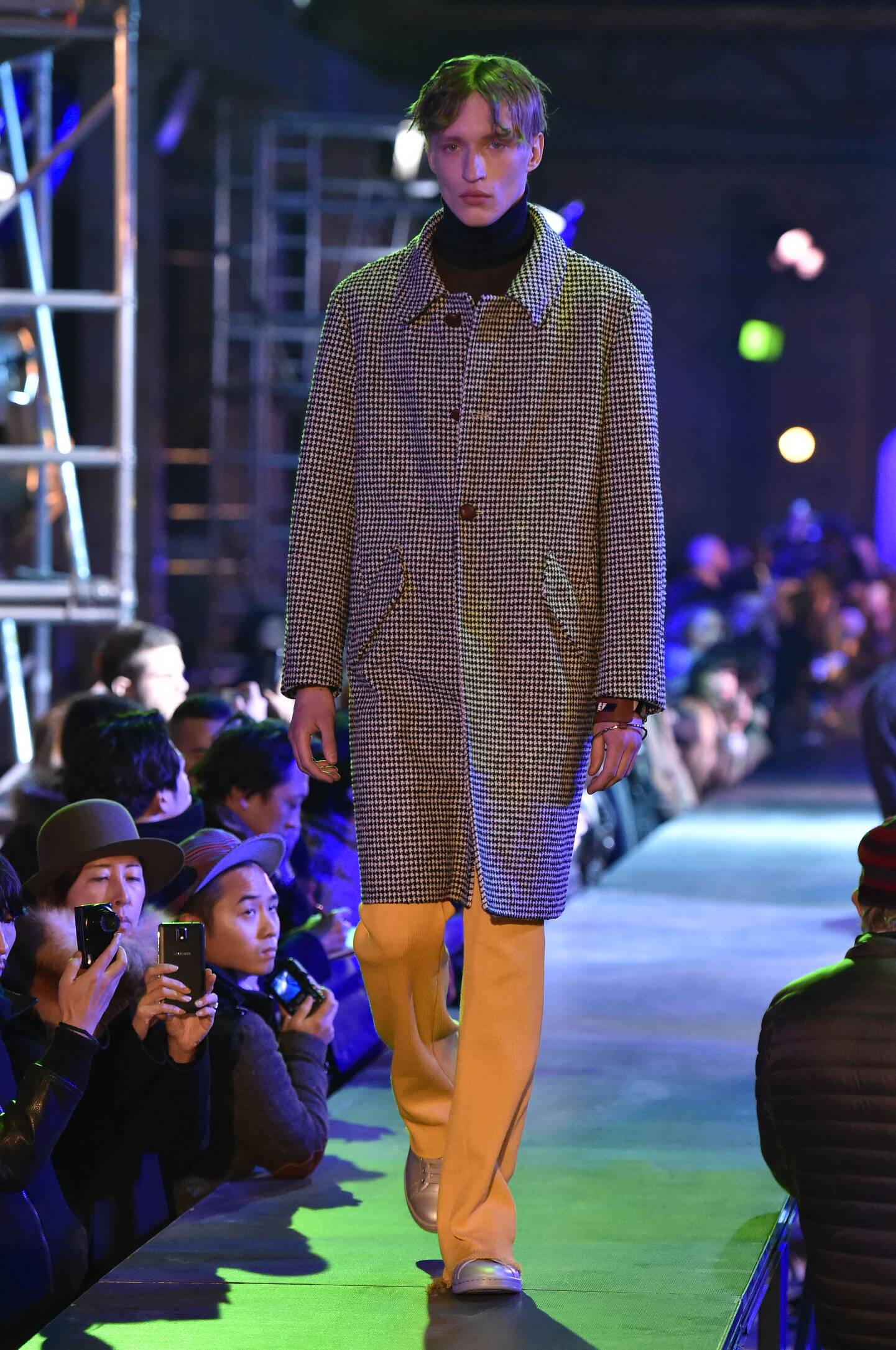Fall Winter 2015 16 Fashion Collection Raf Simons