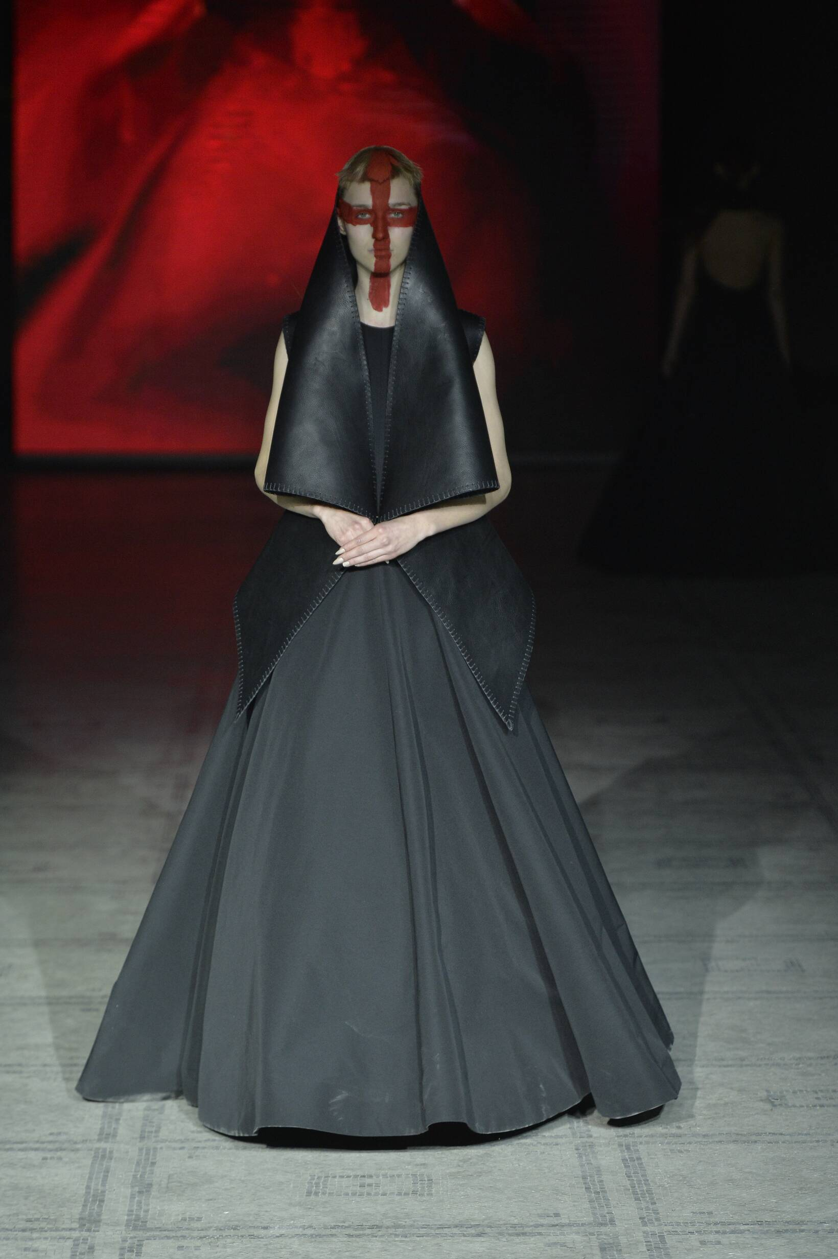 Fashion Woman Model Gareth Pugh Collection Catwalk