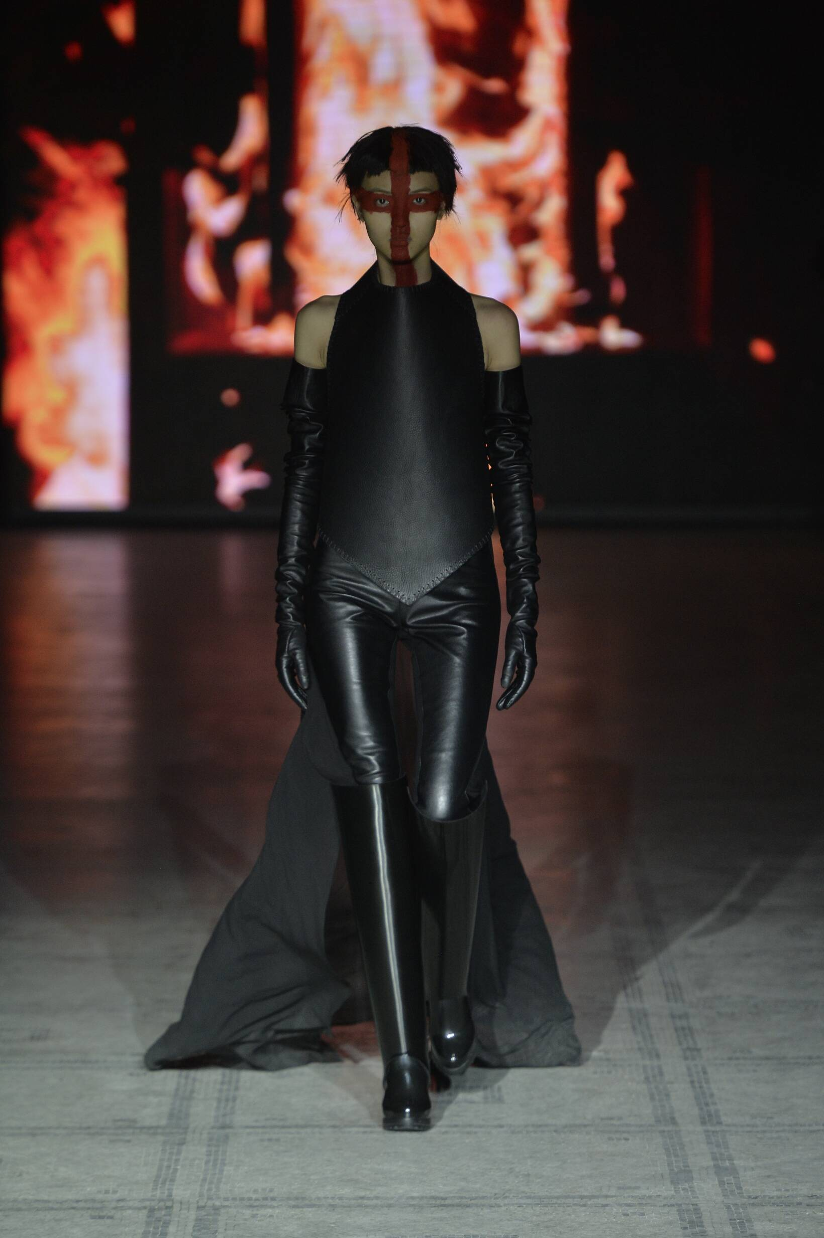 Gareth Pugh Collection Winter 2015 Catwalk