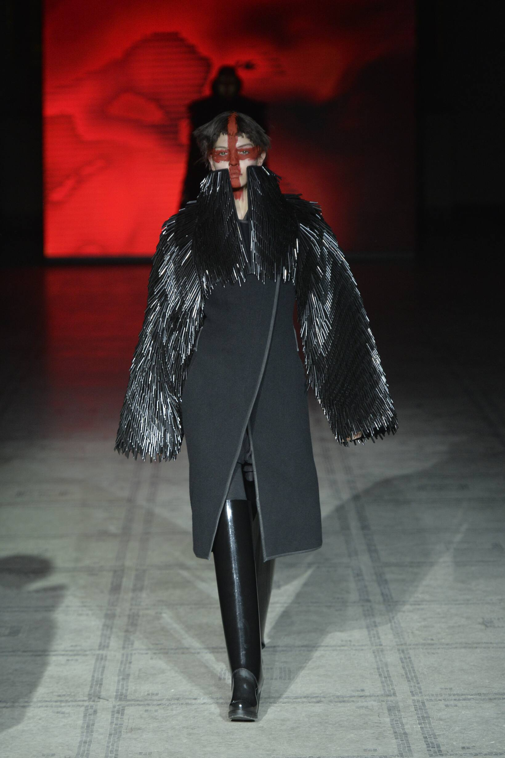 Gareth Pugh Fall Winter 2015 16 Women's Collection London Fashion Week Fashion Show