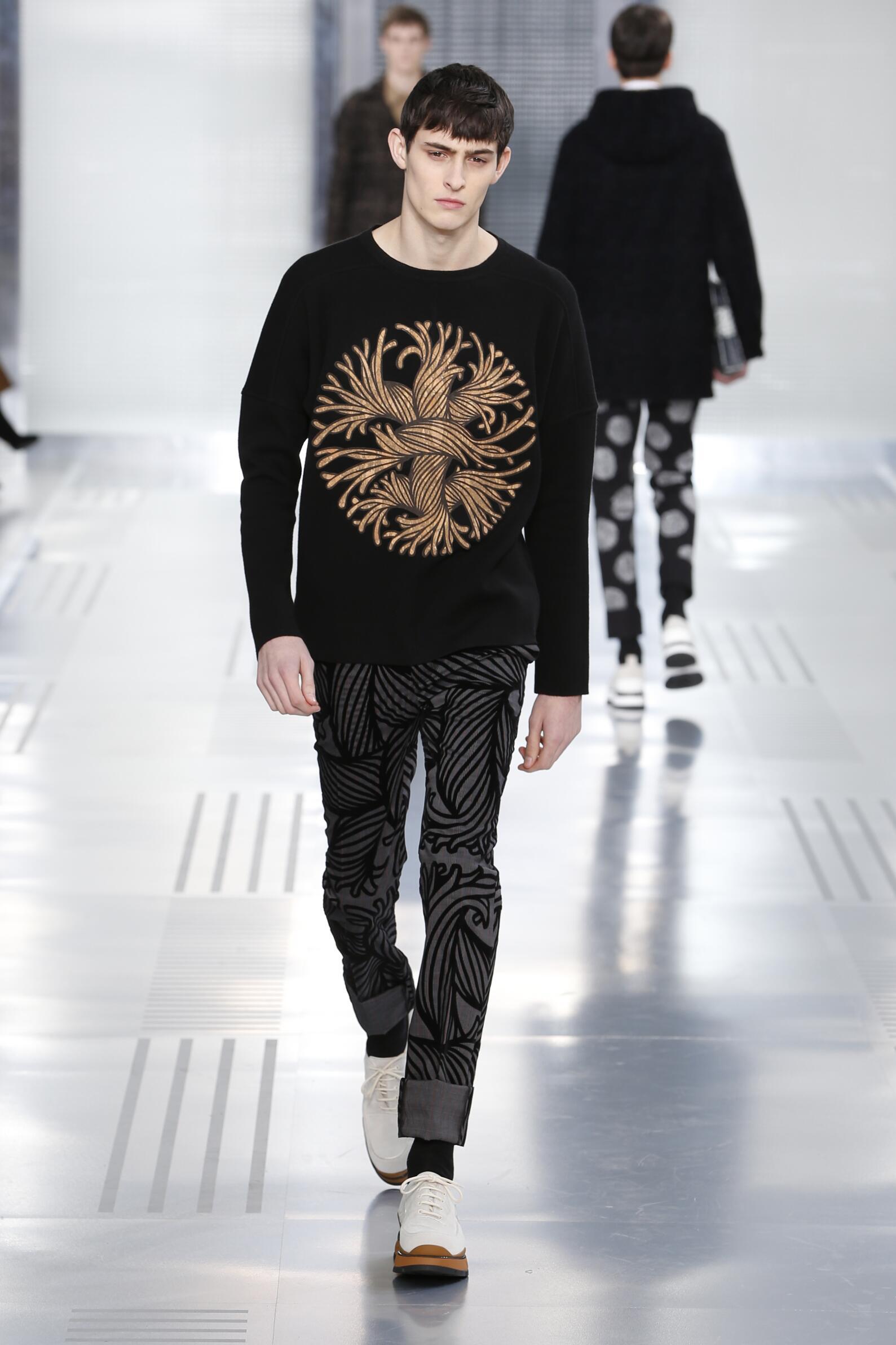 Louis Vuitton Collection Winter 2015 Catwalk