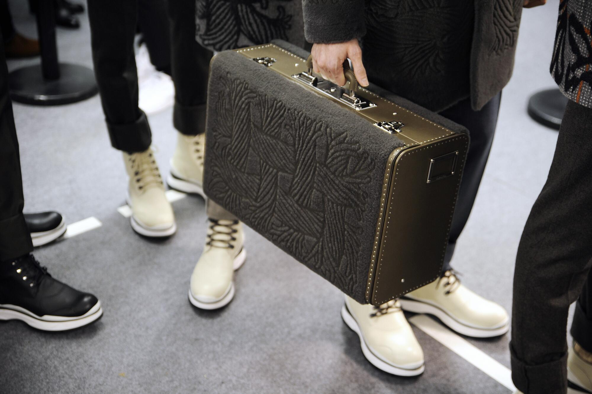 Louis Vuitton Fashion Backstage FW 2015