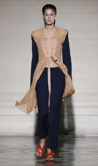 MAISON MARTIN MARGIELA SPRING SUMMER 2015 WOMEN'S COLLECTION – PARIS FASHION WEEK