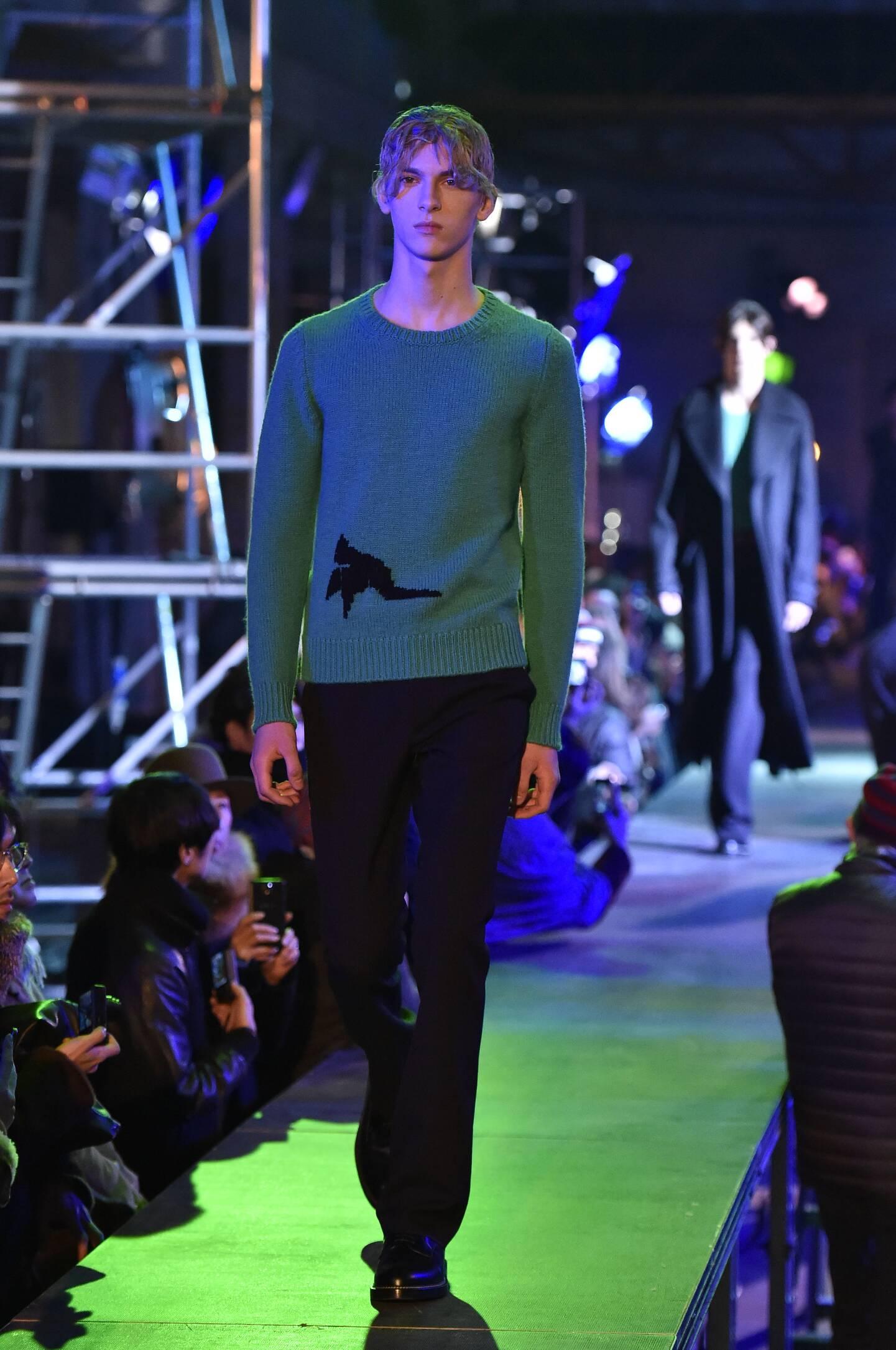 Raf Simons Fall Winter 2015 16 Men's Collection Paris Fashion Week Fashion Show