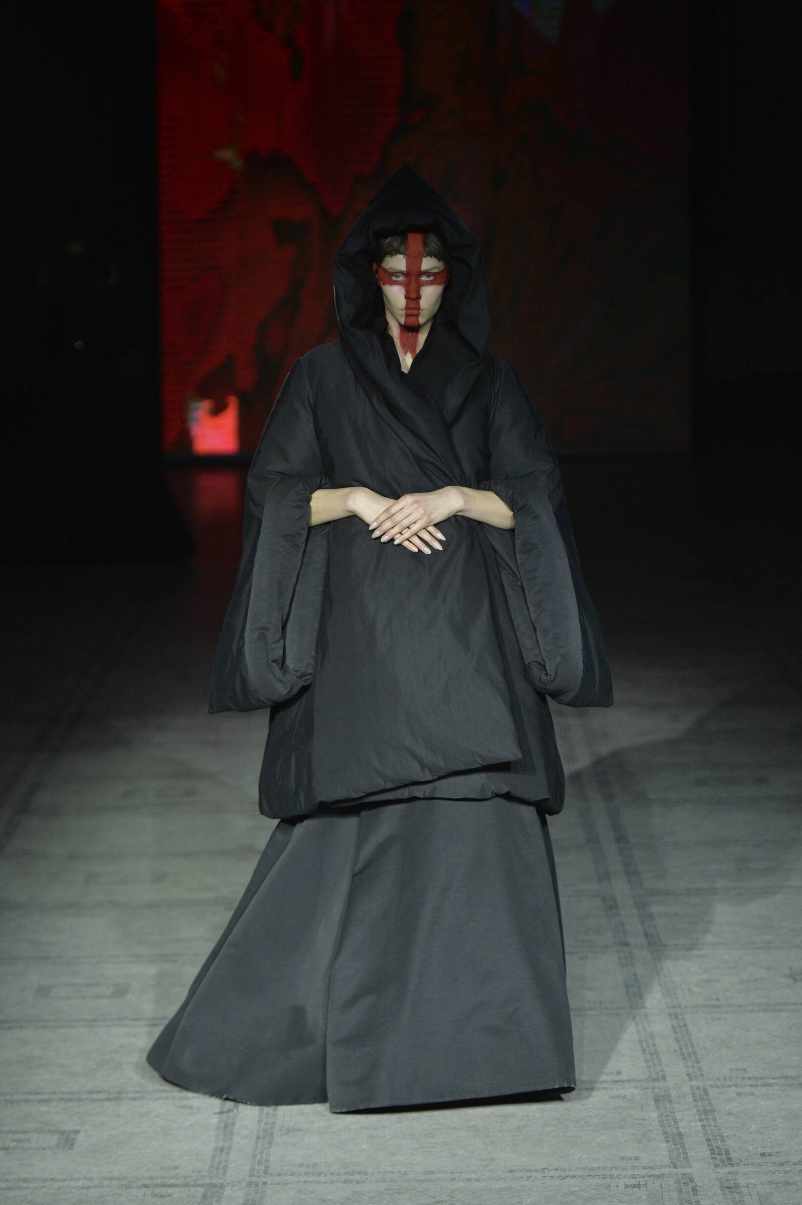 Runway Gareth Pugh Fall Winter 2015 16 Women's Collection London Fashion Week