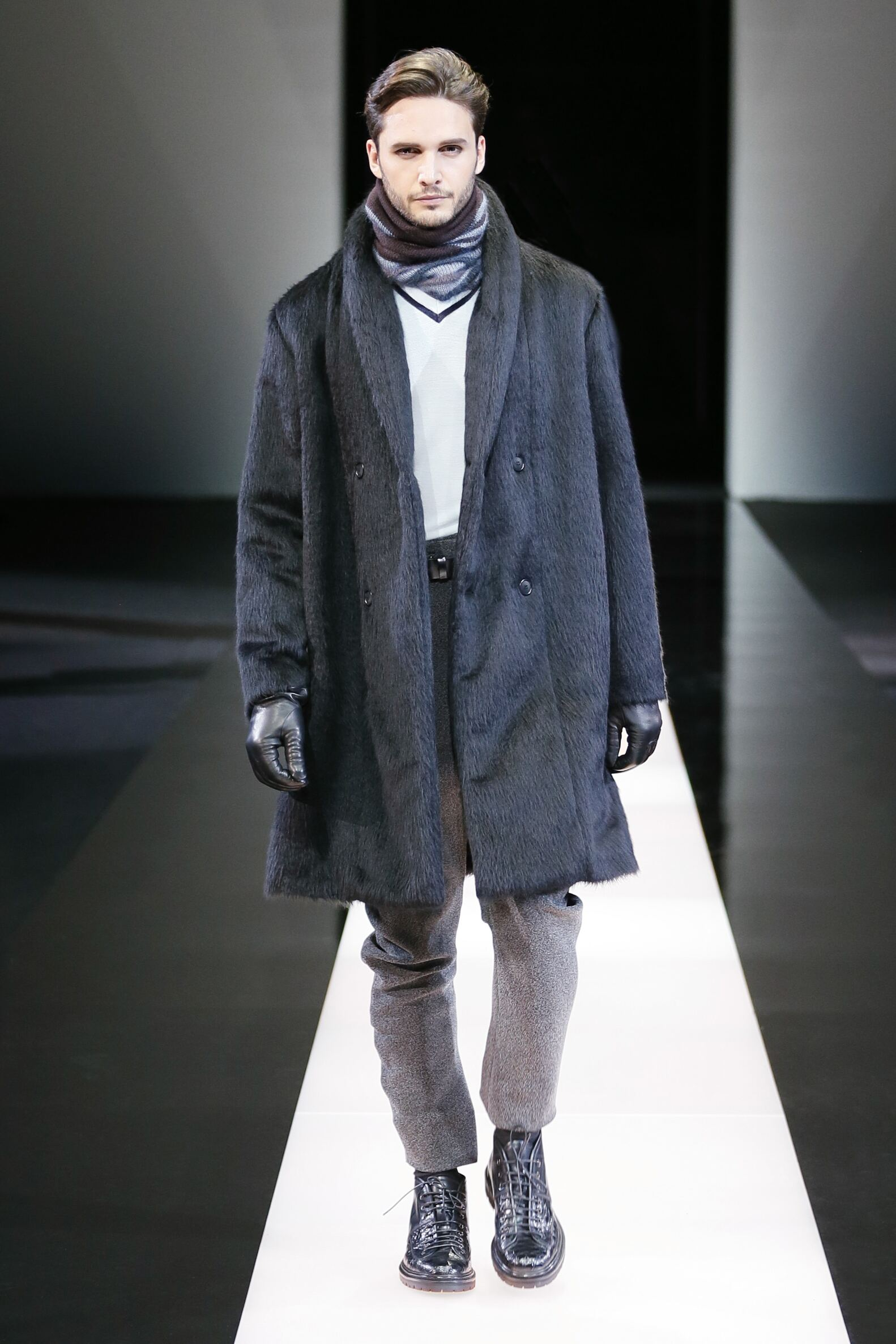 Runway Giorgio Armani Fall Winter 2015 16 Men's Collection Milano Fashion Week