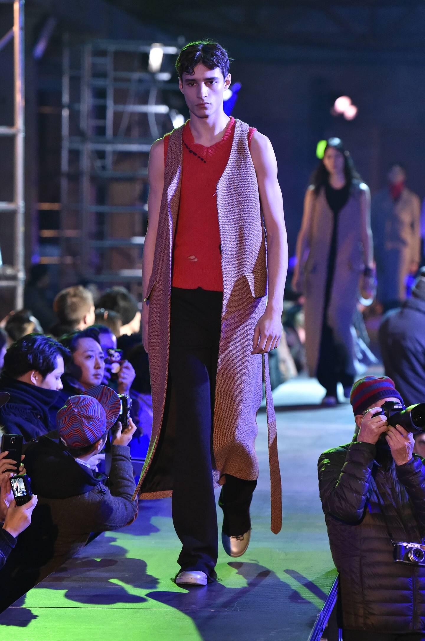 Runway Raf Simons Fall Winter 2015 16 Men's Collection Paris Fashion Week