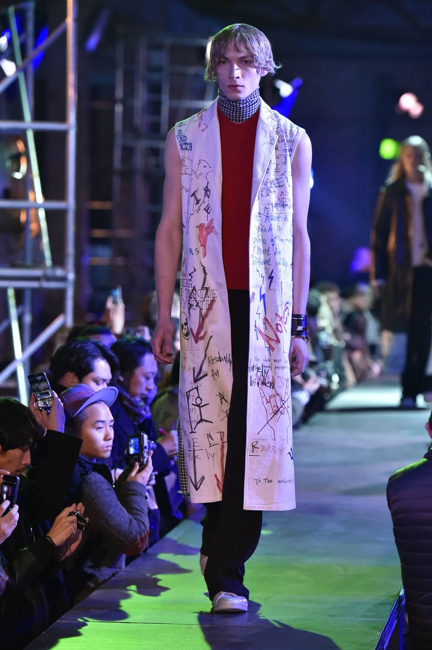 Runway Raf Simons Fashion Show Winter 2015