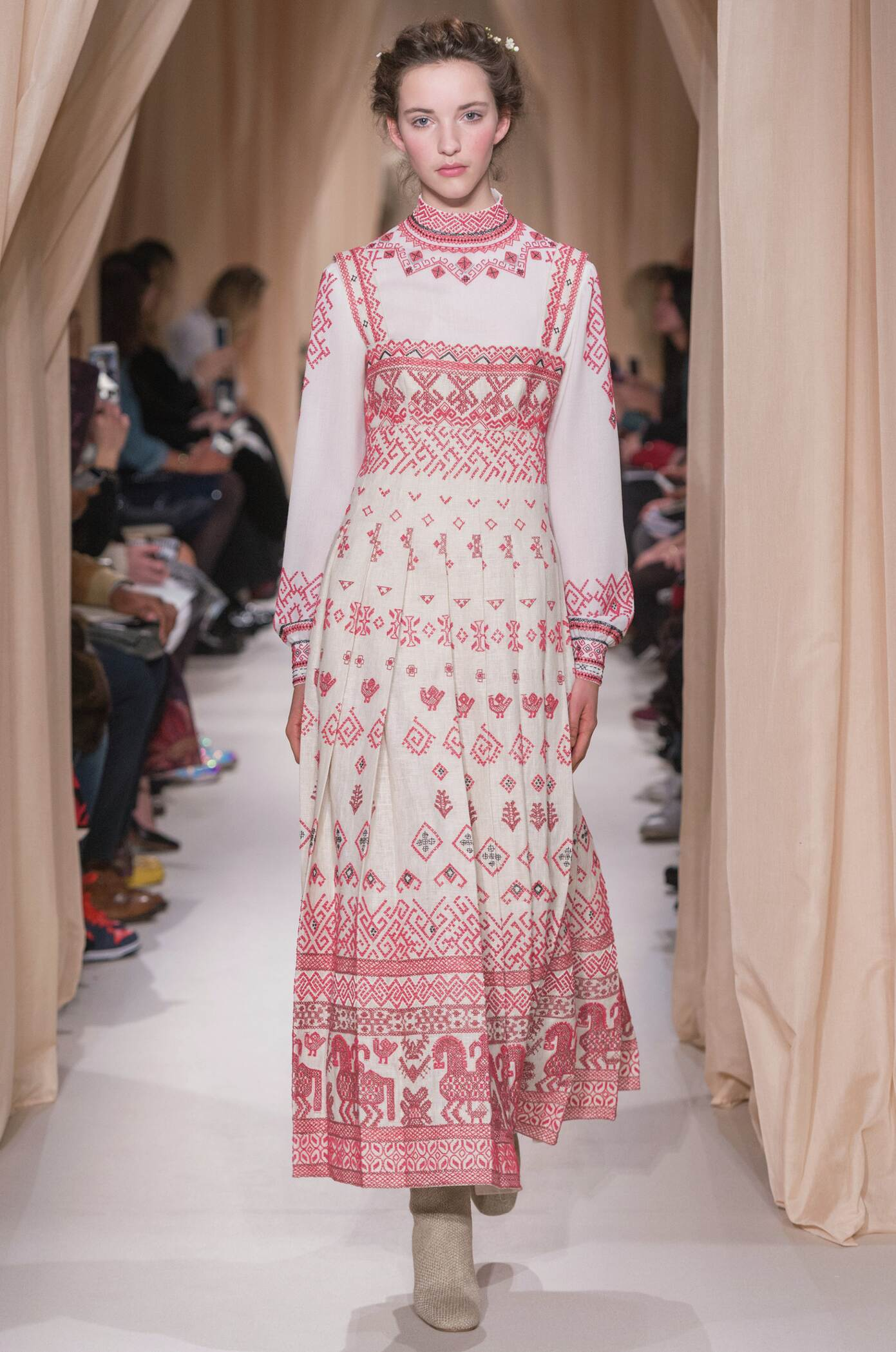 Spring 2015 Women Fashion Show Valentino Haute Couture Collection