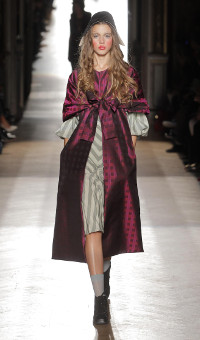 VIVIENNE WESTWOOD GOLD LABEL SPRING SUMMER 2015 WOMEN'S COLLECTION – PARIS FASHION WEEK