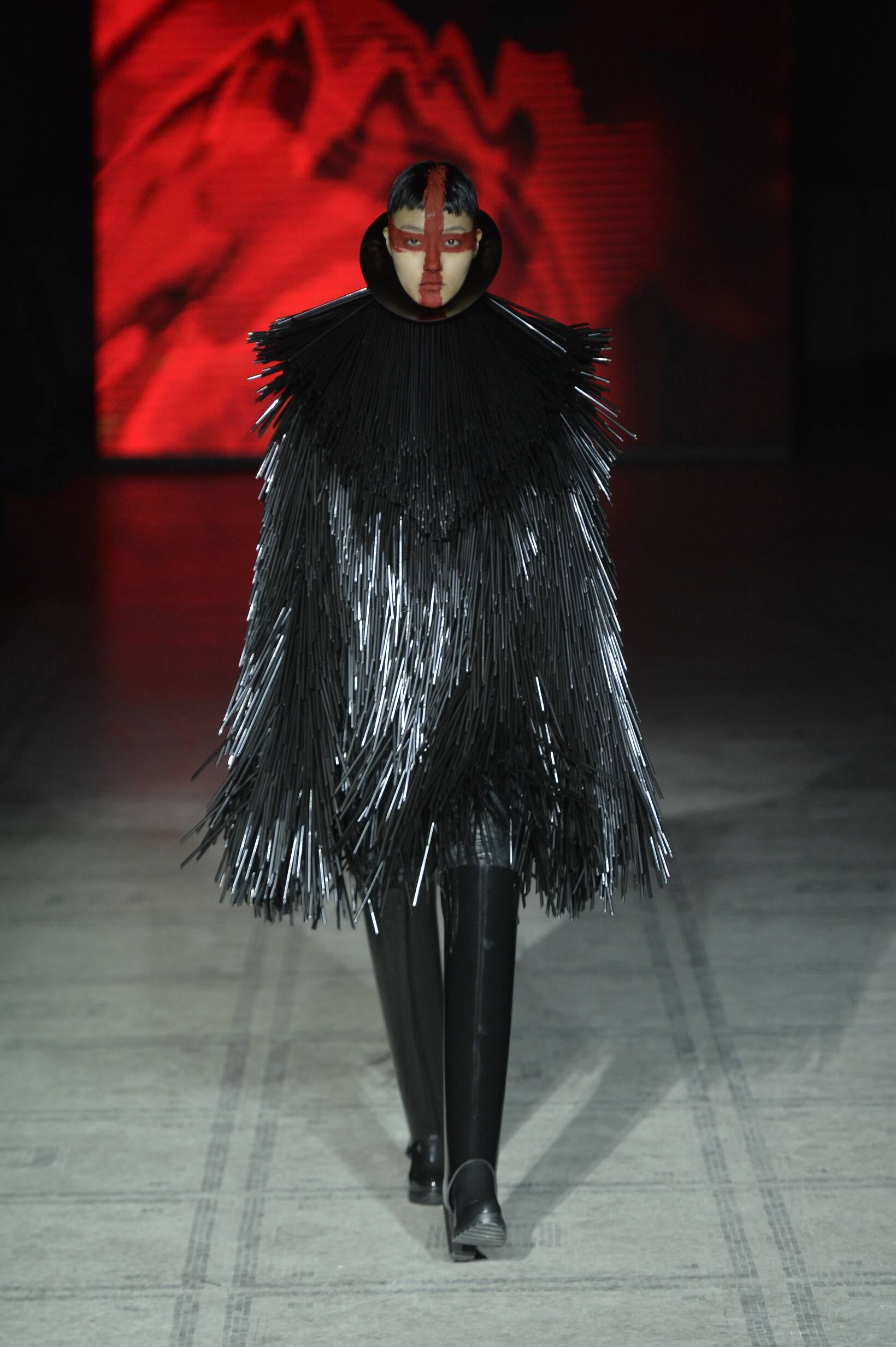Winter 2015 Woman Trends Gareth Pugh Collection