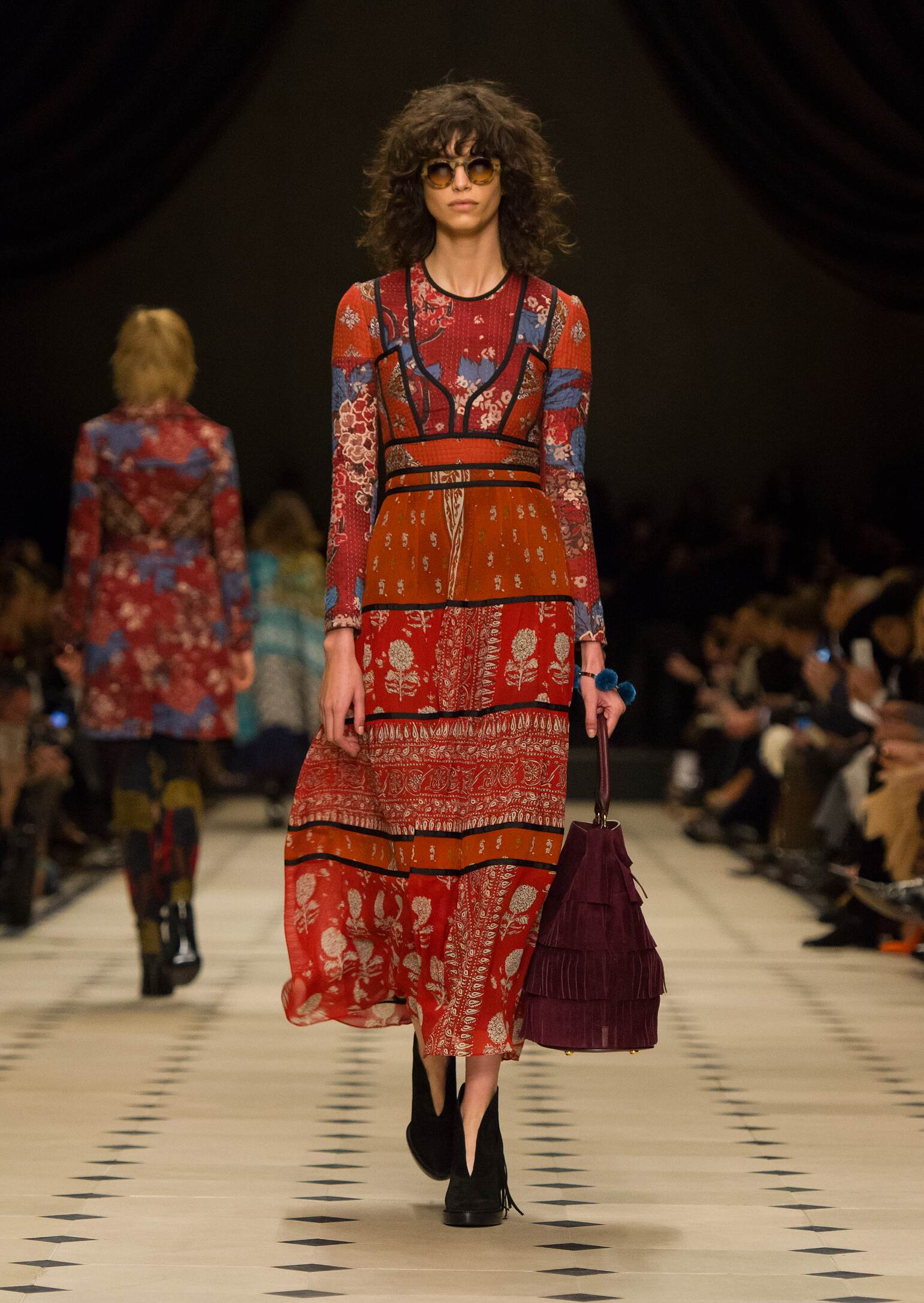 931bf6c00018 BURBERRY PRORSUM FALL WINTER 2015-16 WOMEN S COLLECTION
