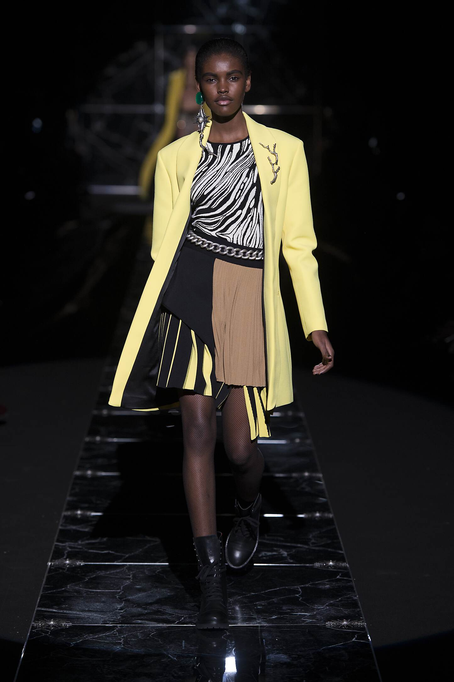 2015 Fashion Woman Model Fausto Puglisi Collection Catwalk
