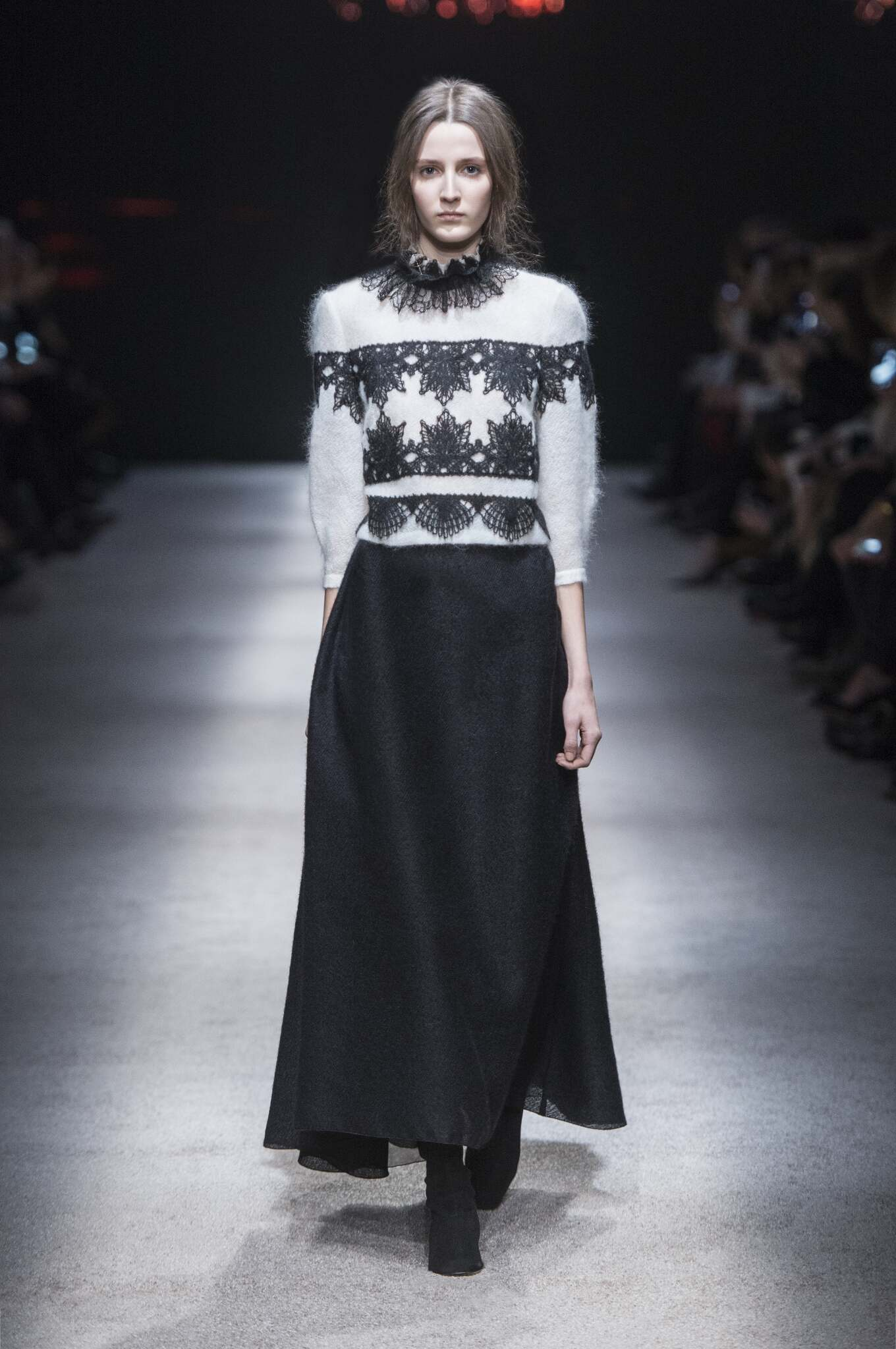 Alberta Ferretti Collection Fall 2015 Catwalk