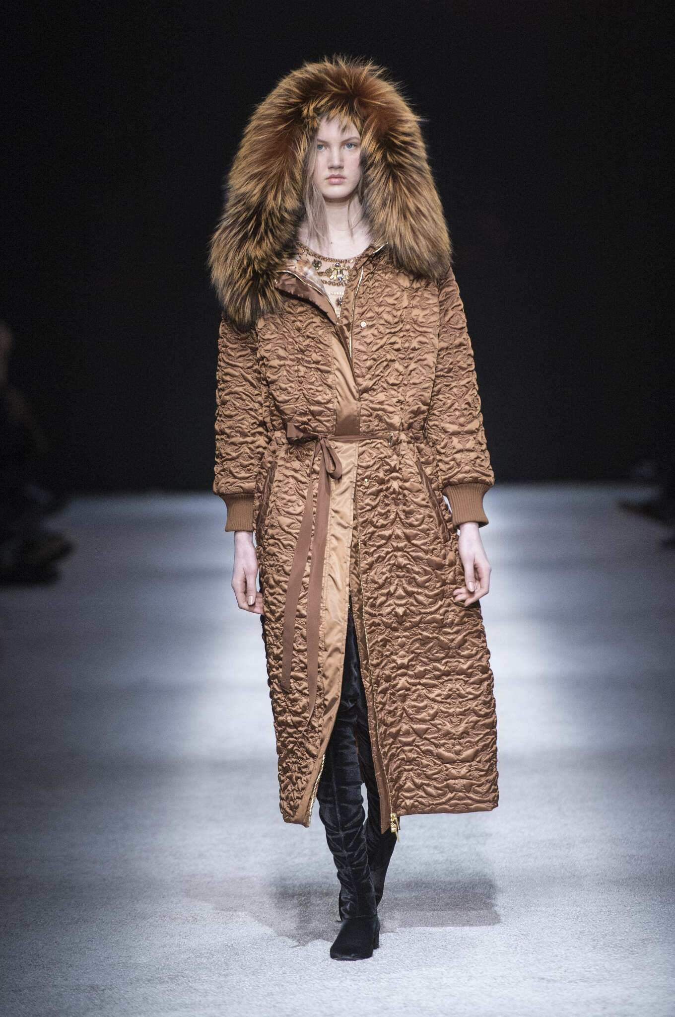 Catwalk Alberta Ferretti Fall Winter 2015 16 Women's Collection Milan Fashion Week