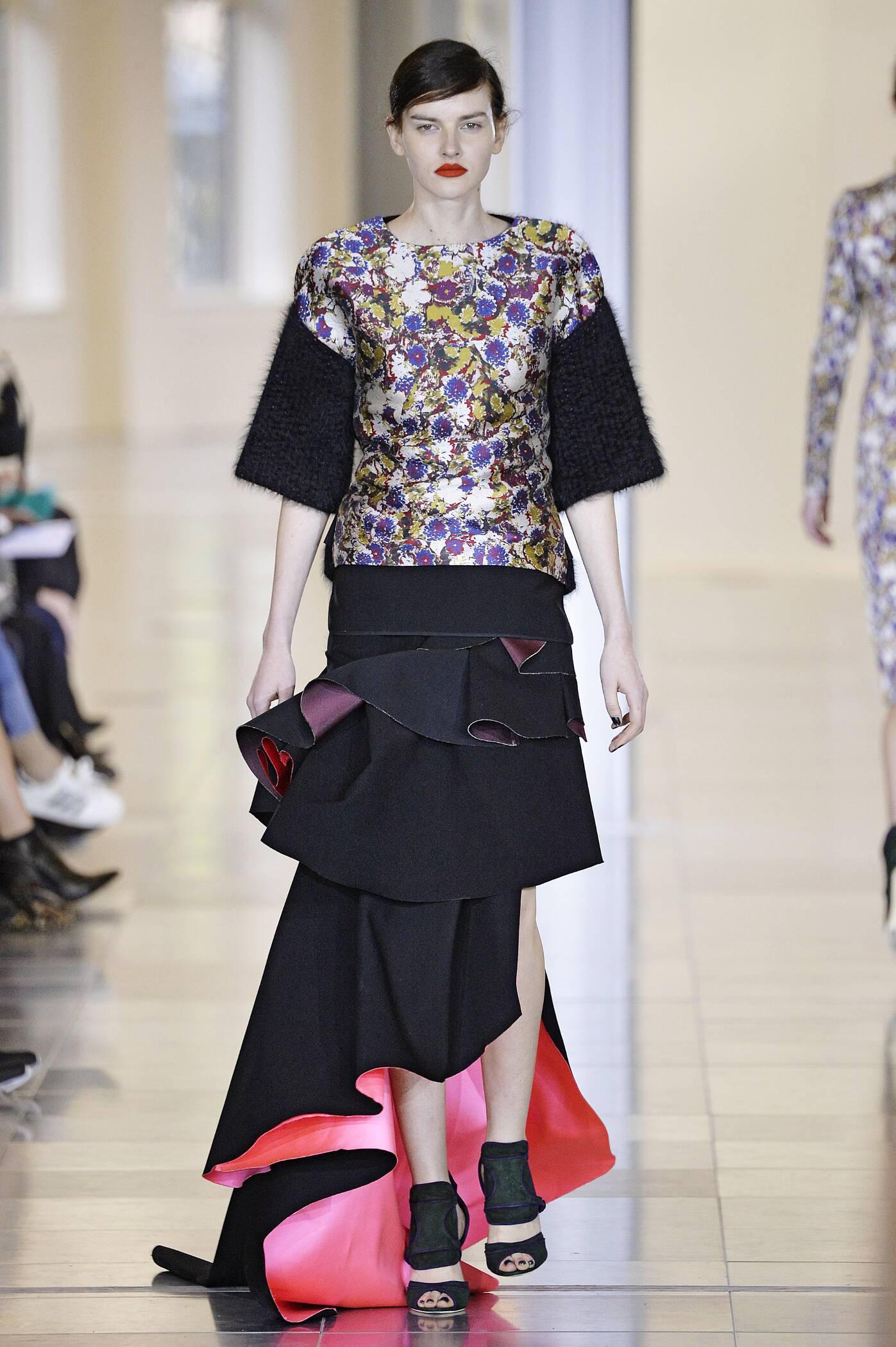 Catwalk Antonio Berardi Fall Winter 2015 16 Women's Collection London Fashion Week